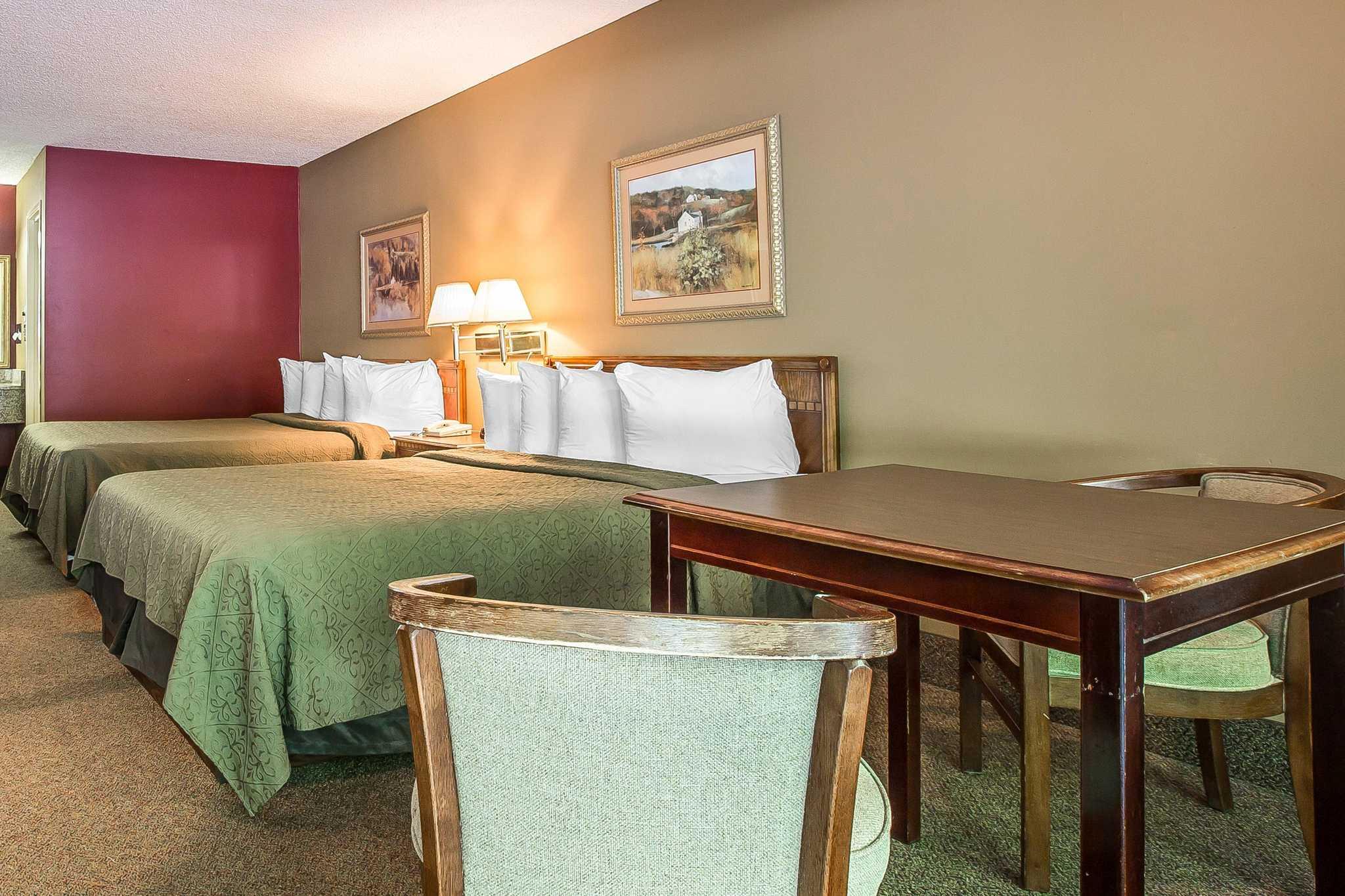 Quality Inn & Suites Mt. Chalet image 5