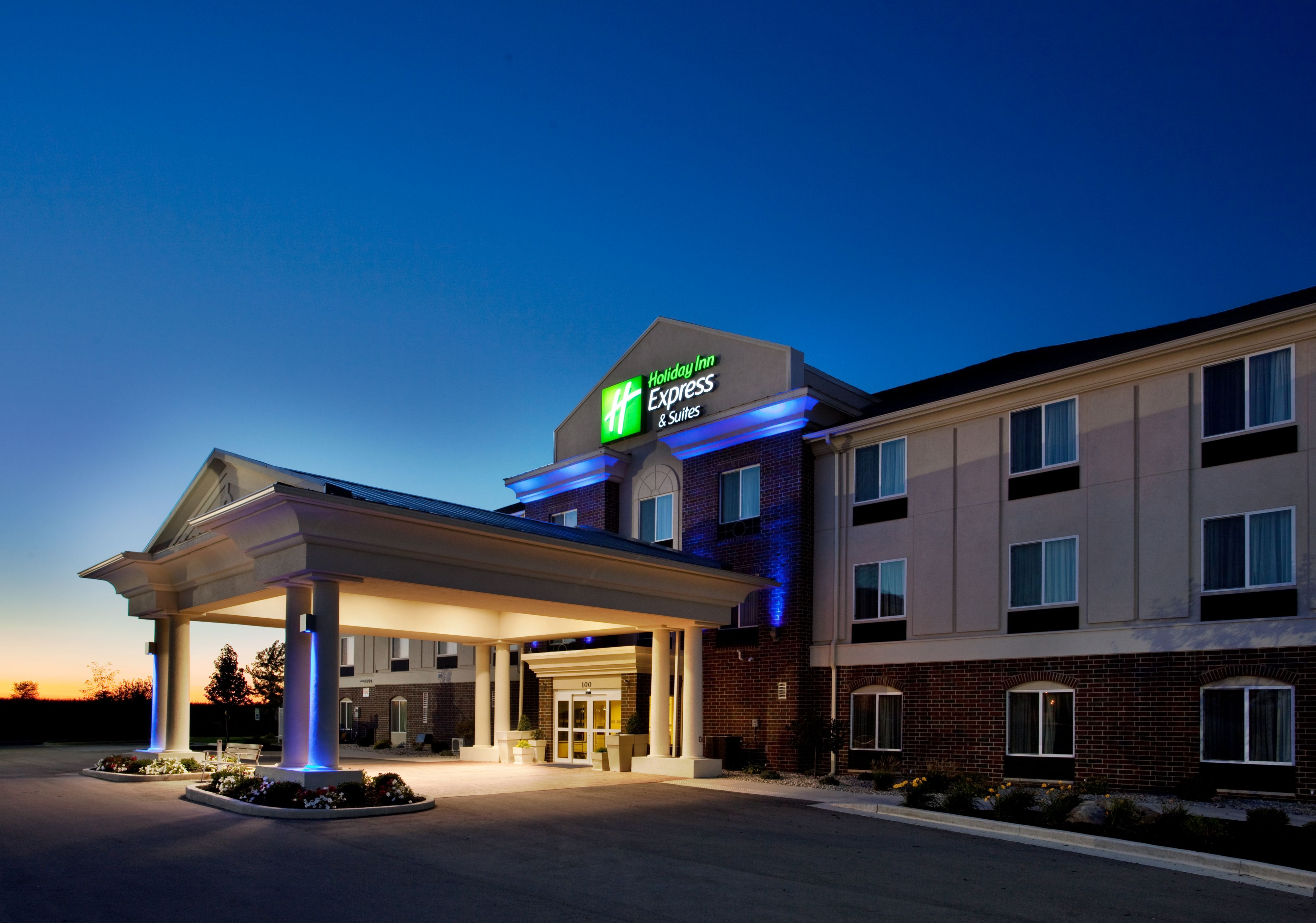 Holiday Inn Express & Suites Portales image 5
