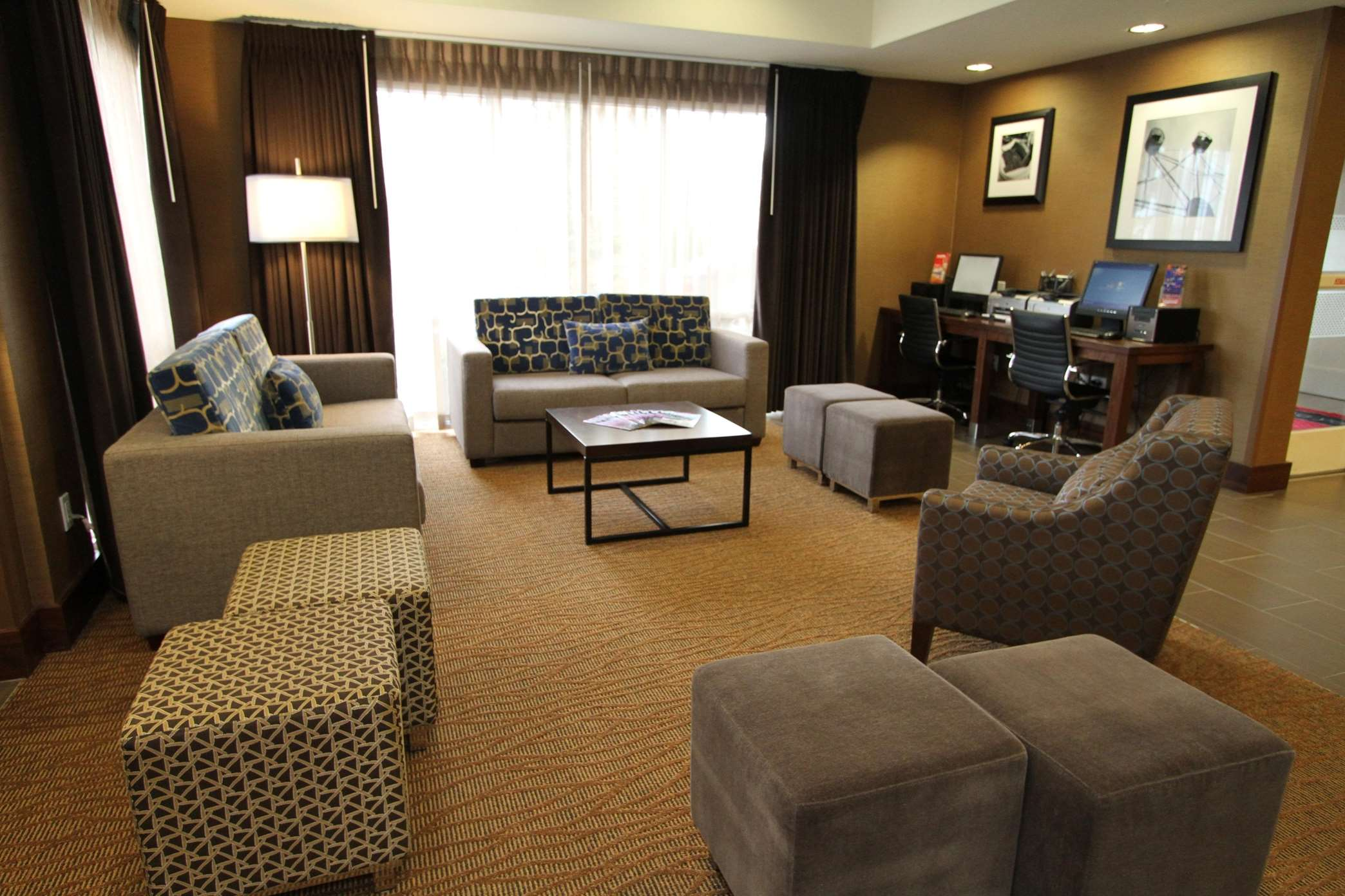 Hampton Inn & Suites Seattle-Downtown image 0