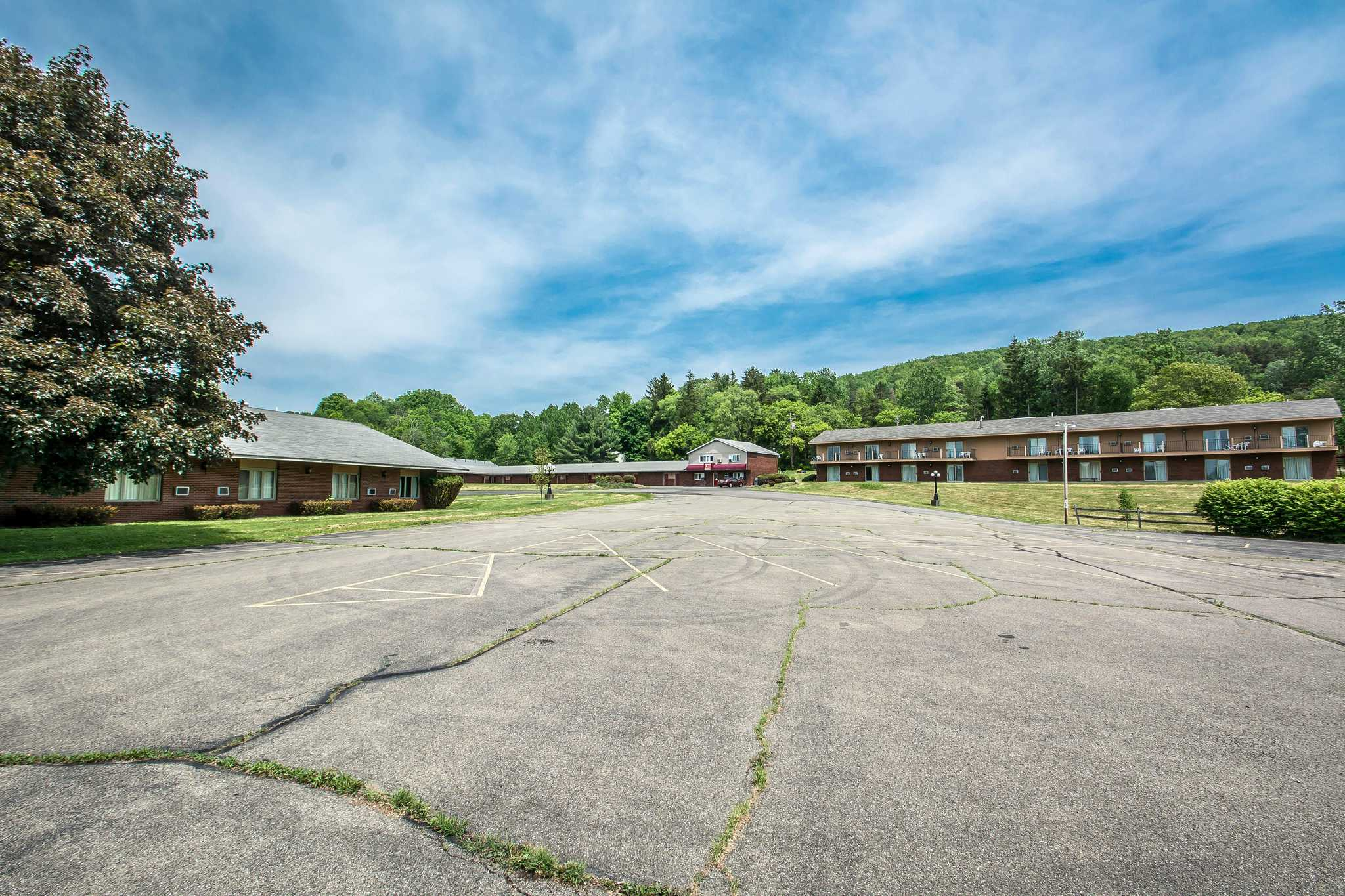 Econo Lodge image 3