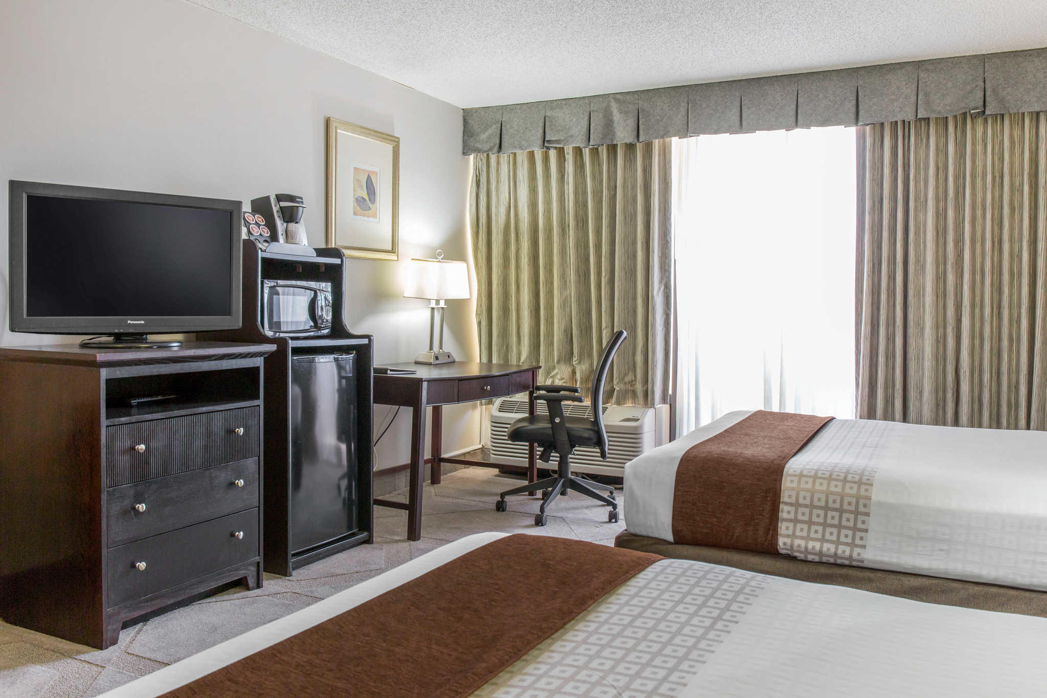 Clarion Hotel Orlando International Airport image 13
