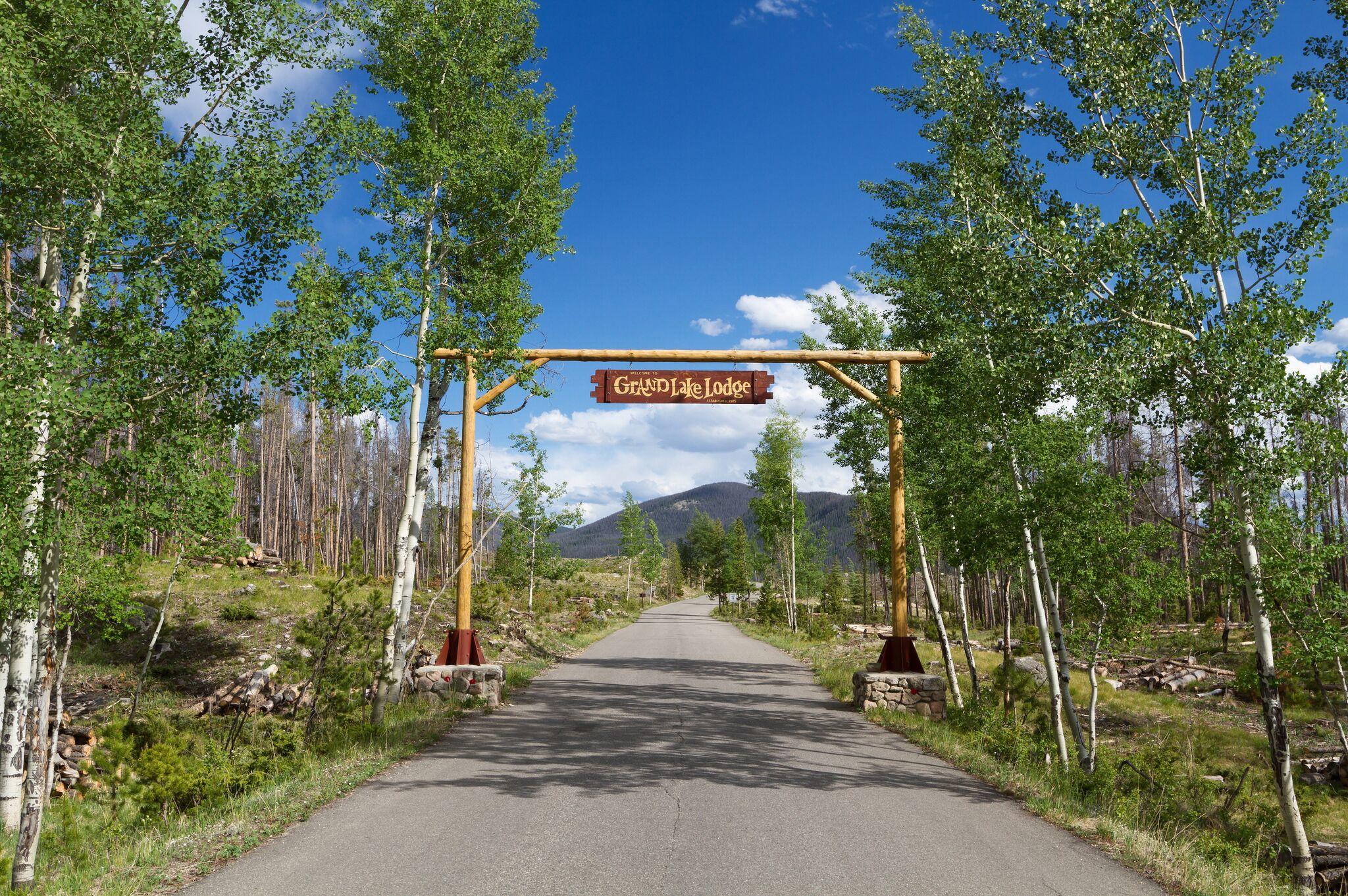 Grand Lake Lodge image 1