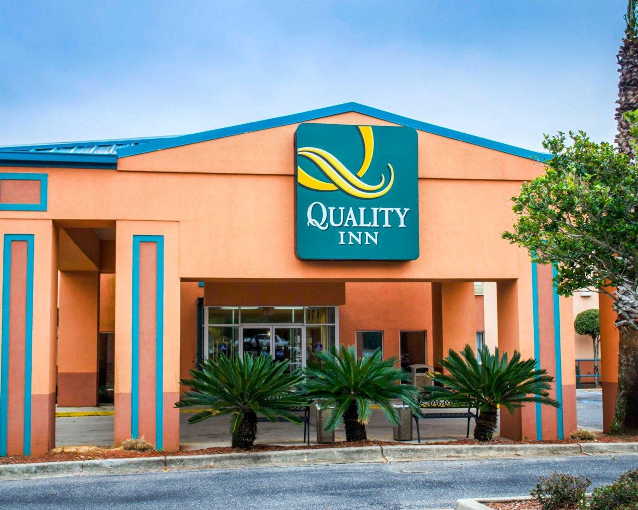 Quality inn in pensacola fl 850 476 8 for Quality hotel