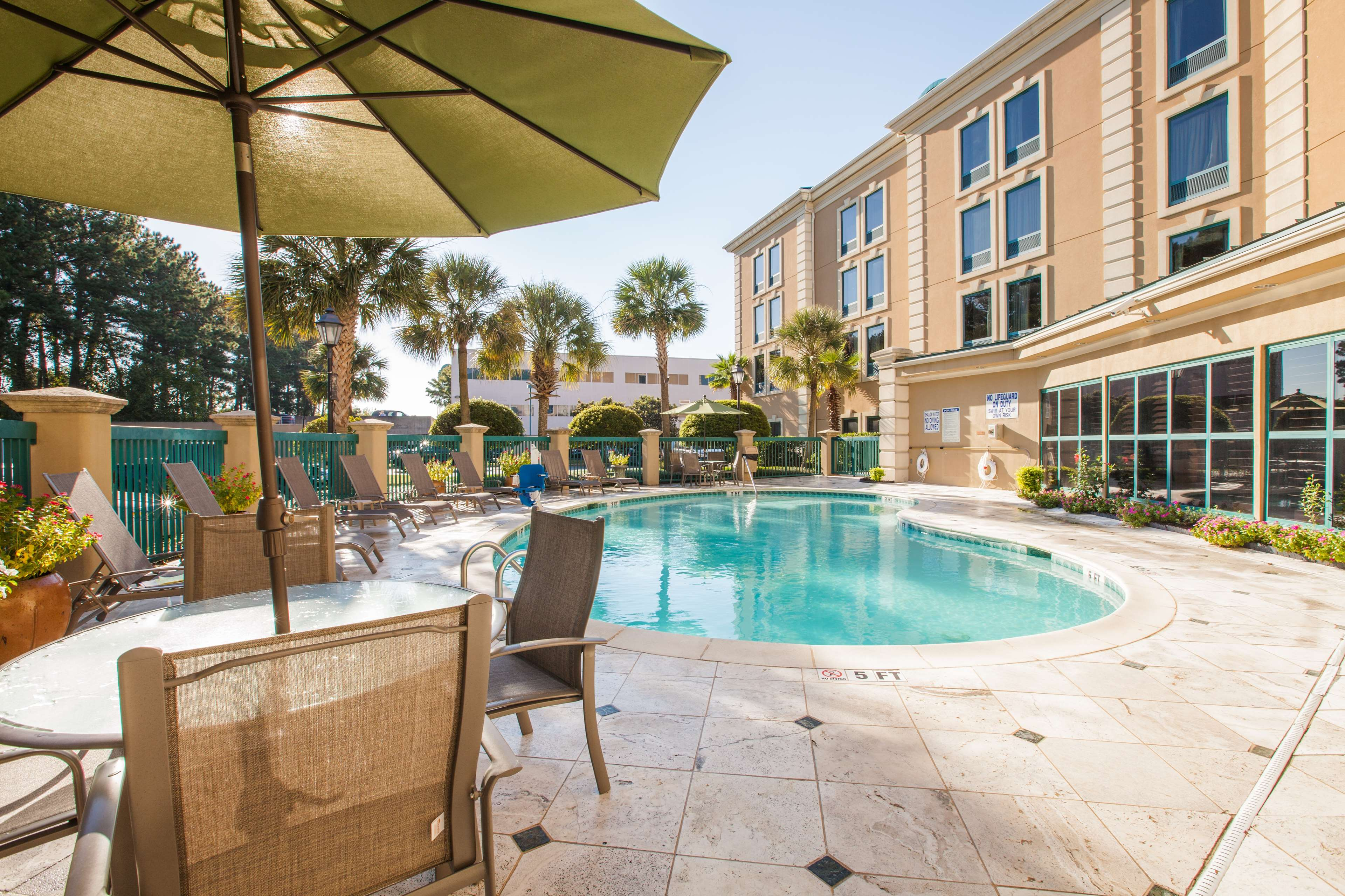 Hampton Inn Charleston-North image 5