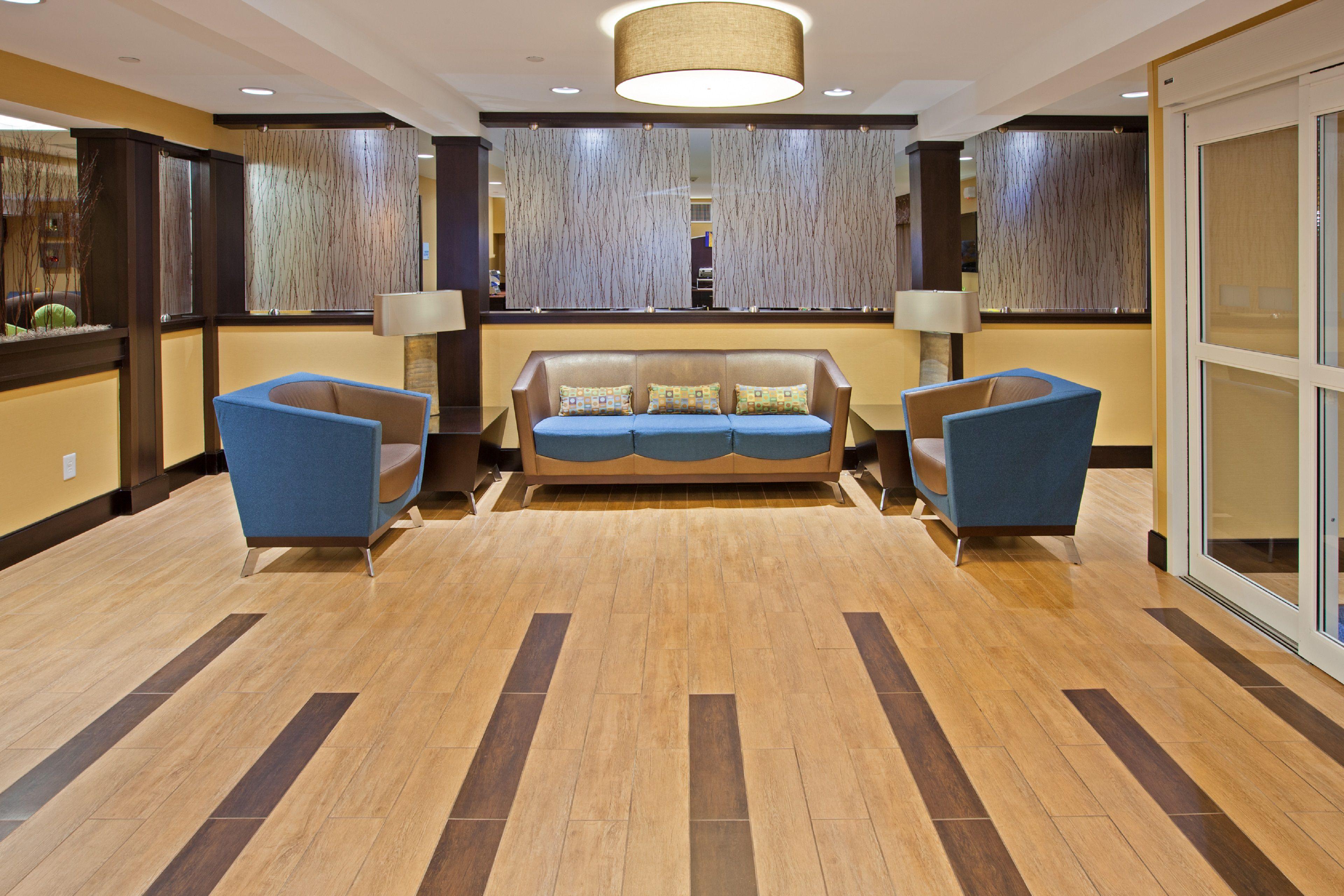 Holiday Inn Express Bowling Green image 6