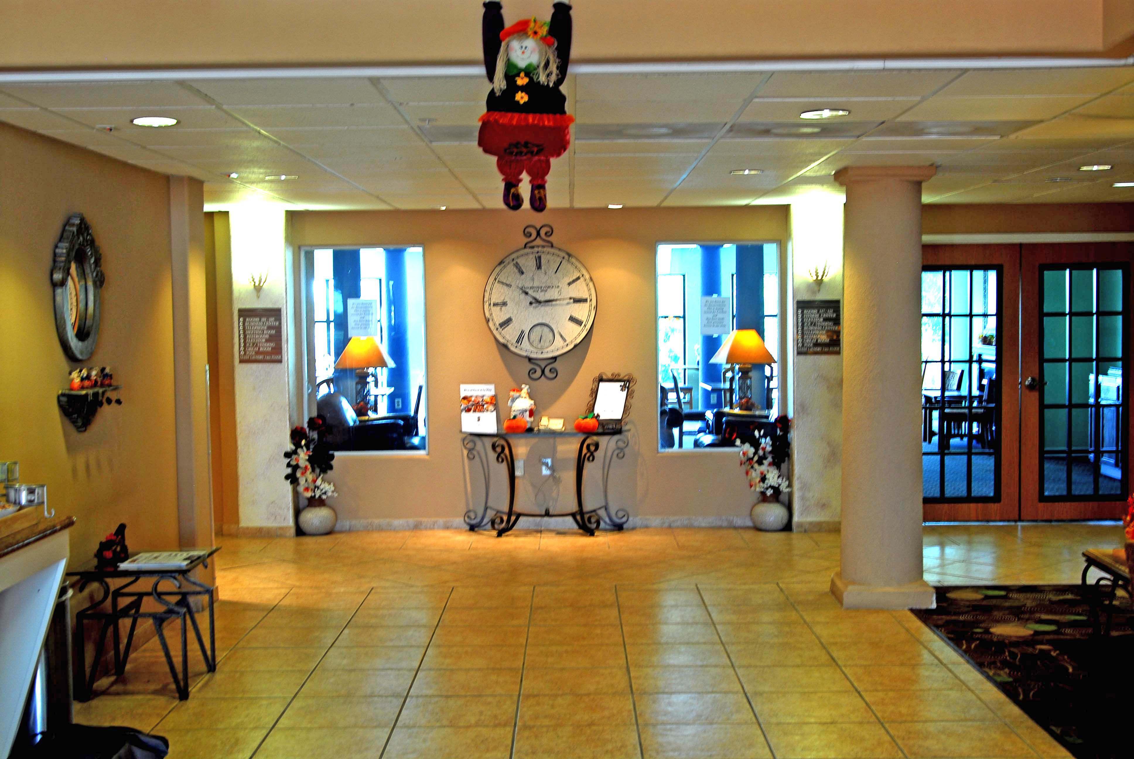 Holiday Inn Express & Suites Elgin image 7