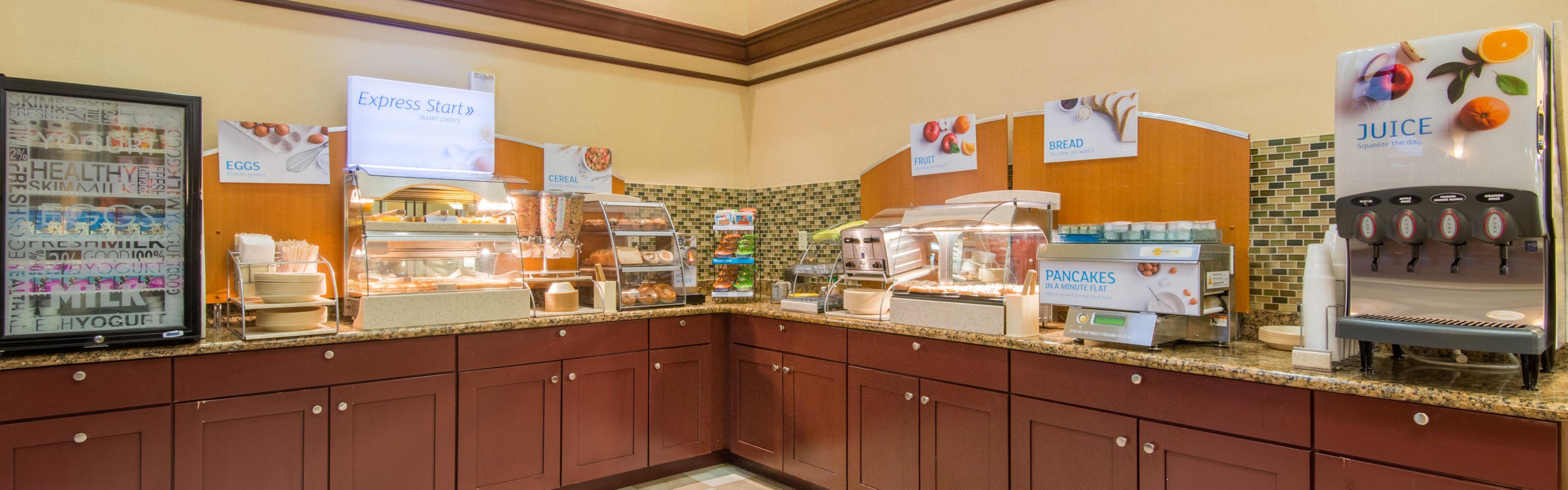 Holiday Inn Express & Suites Phoenix - Glendale Sports Dist image 3