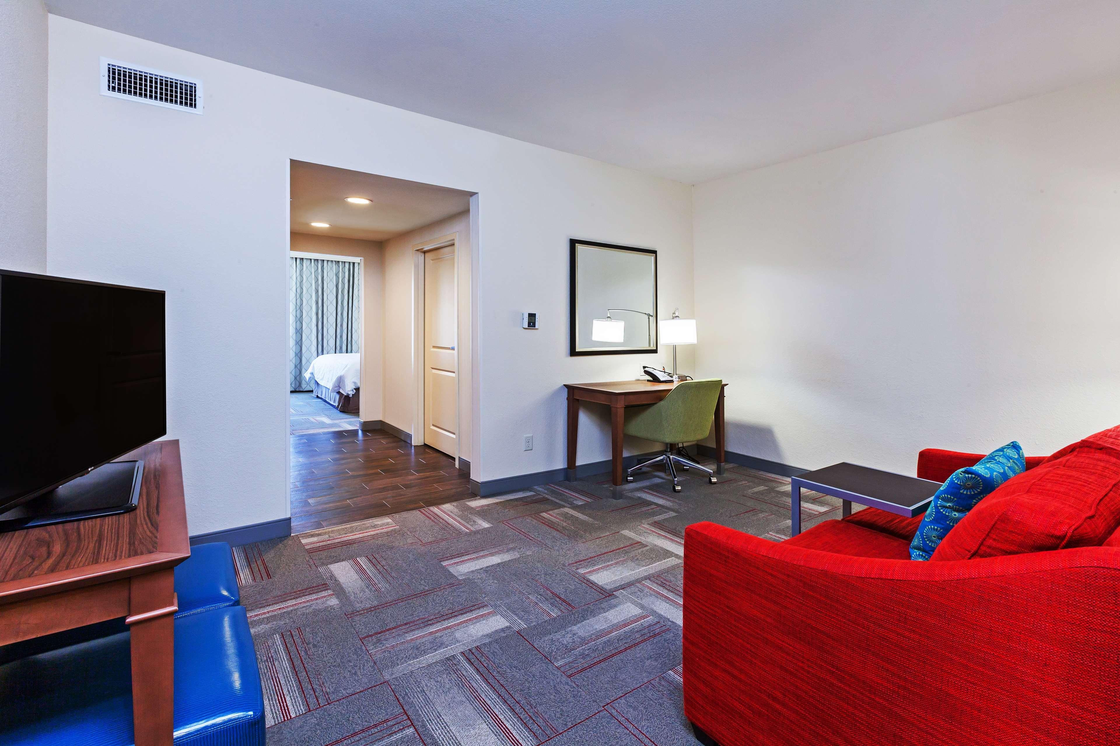 Hampton Inn & Suites Claremore image 15