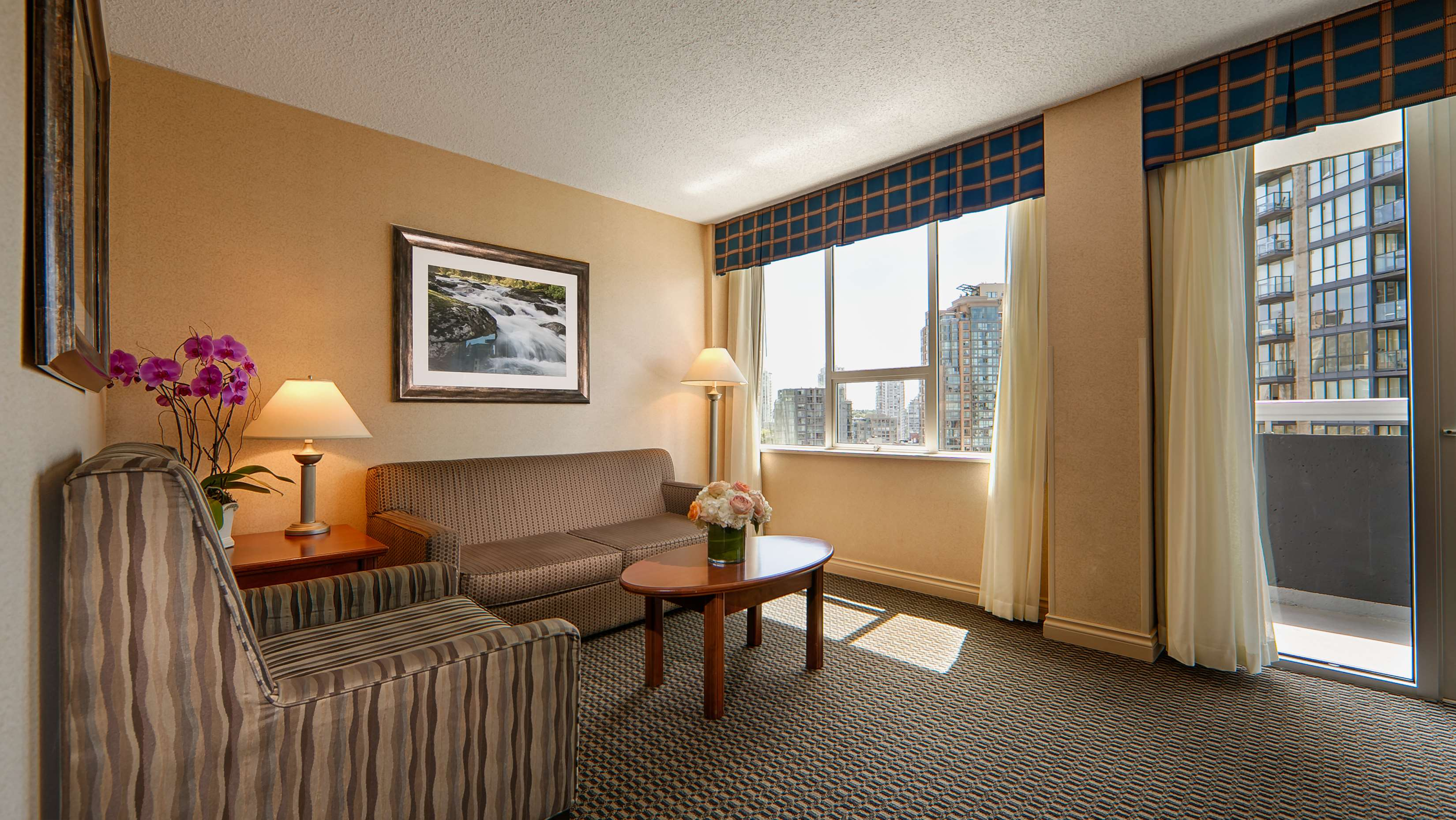 Best Western Plus Chateau Granville Hotel & Suites & Conference Ctr. in Vancouver: Suite Living Room