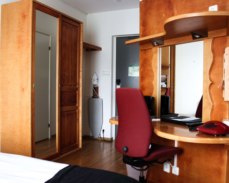King Room Desk/Hallway