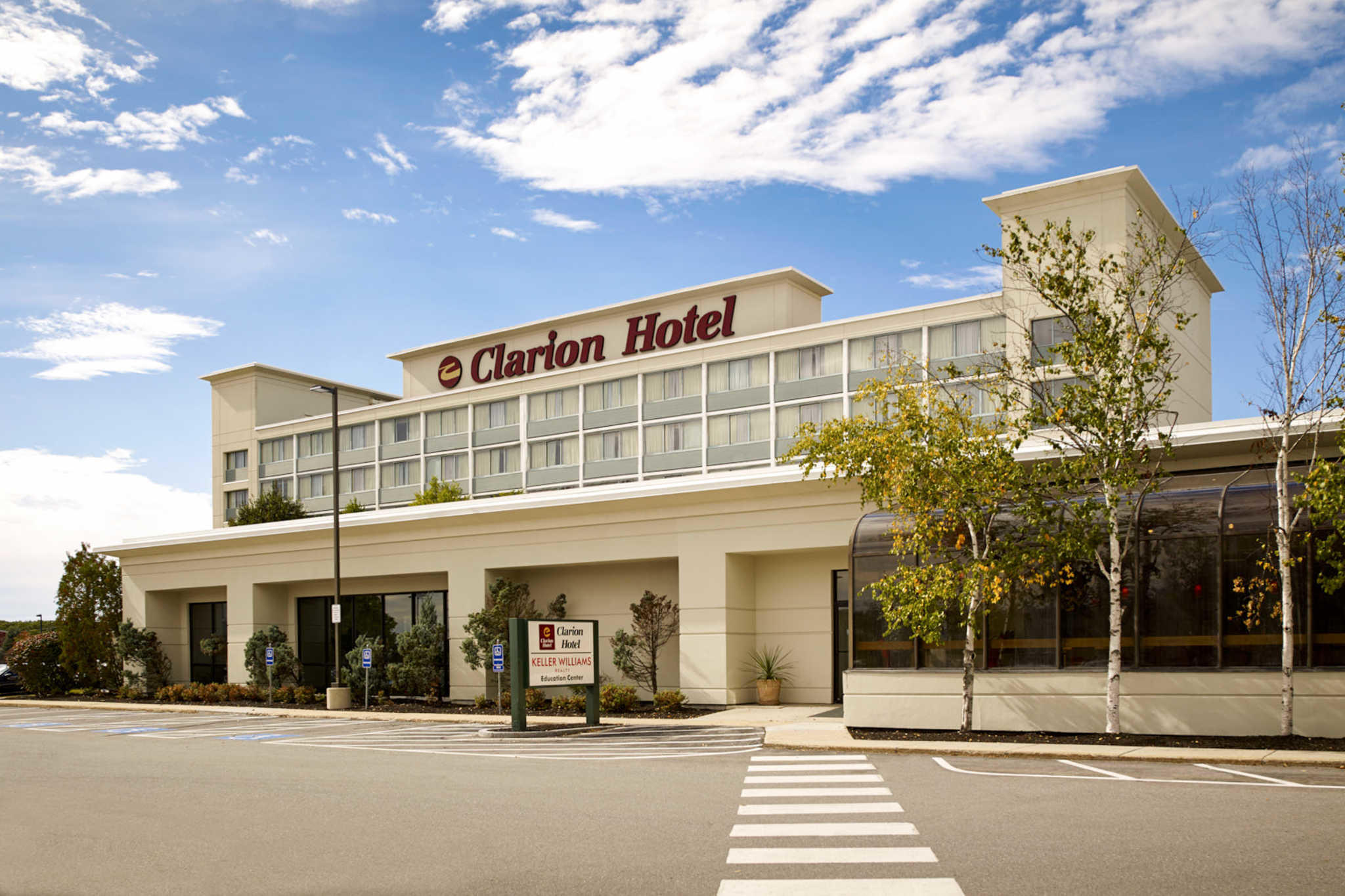 Clarion Hotel Airport image 0