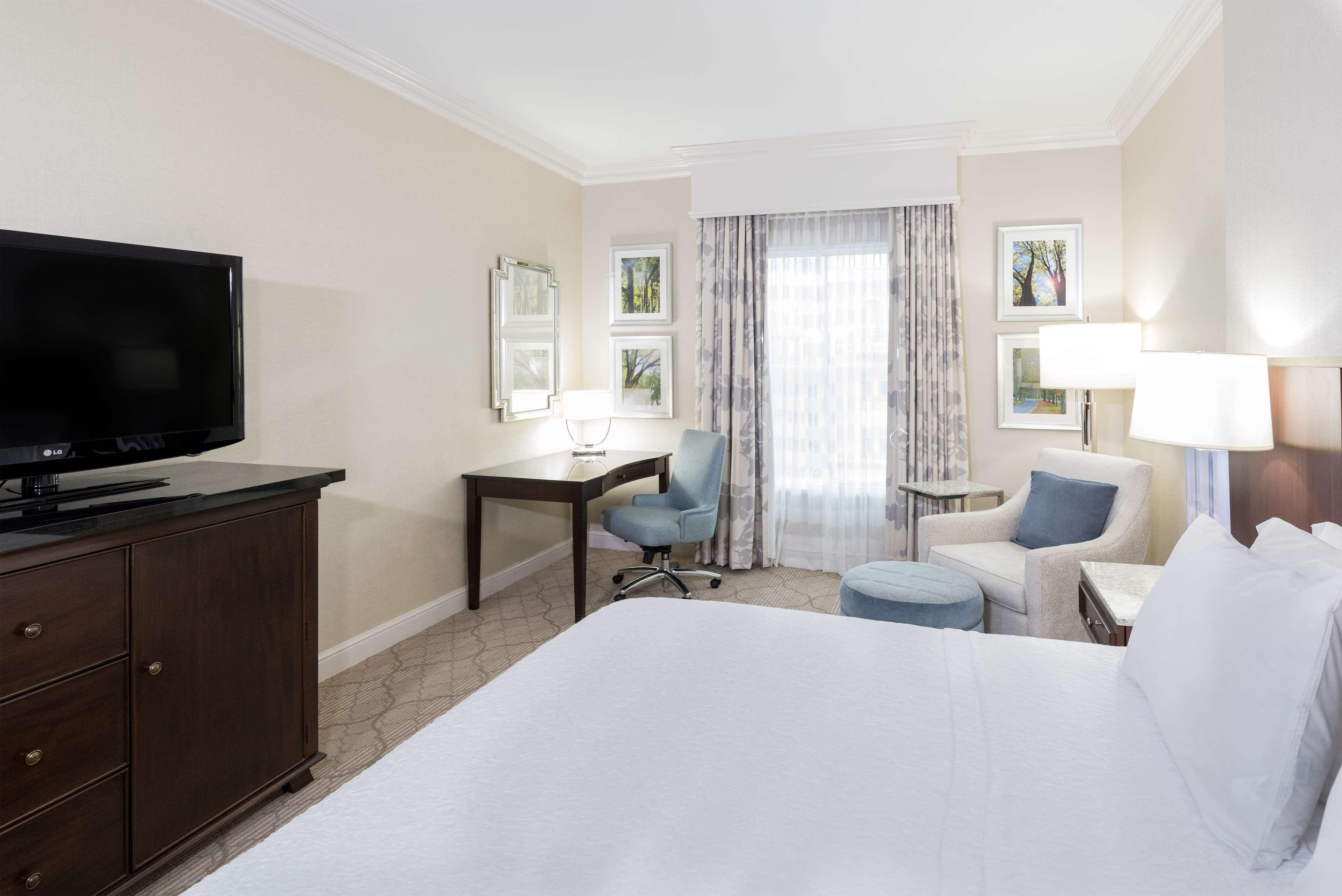 Hampton Inn & Suites Charlotte/South Park at Phillips Place image 23