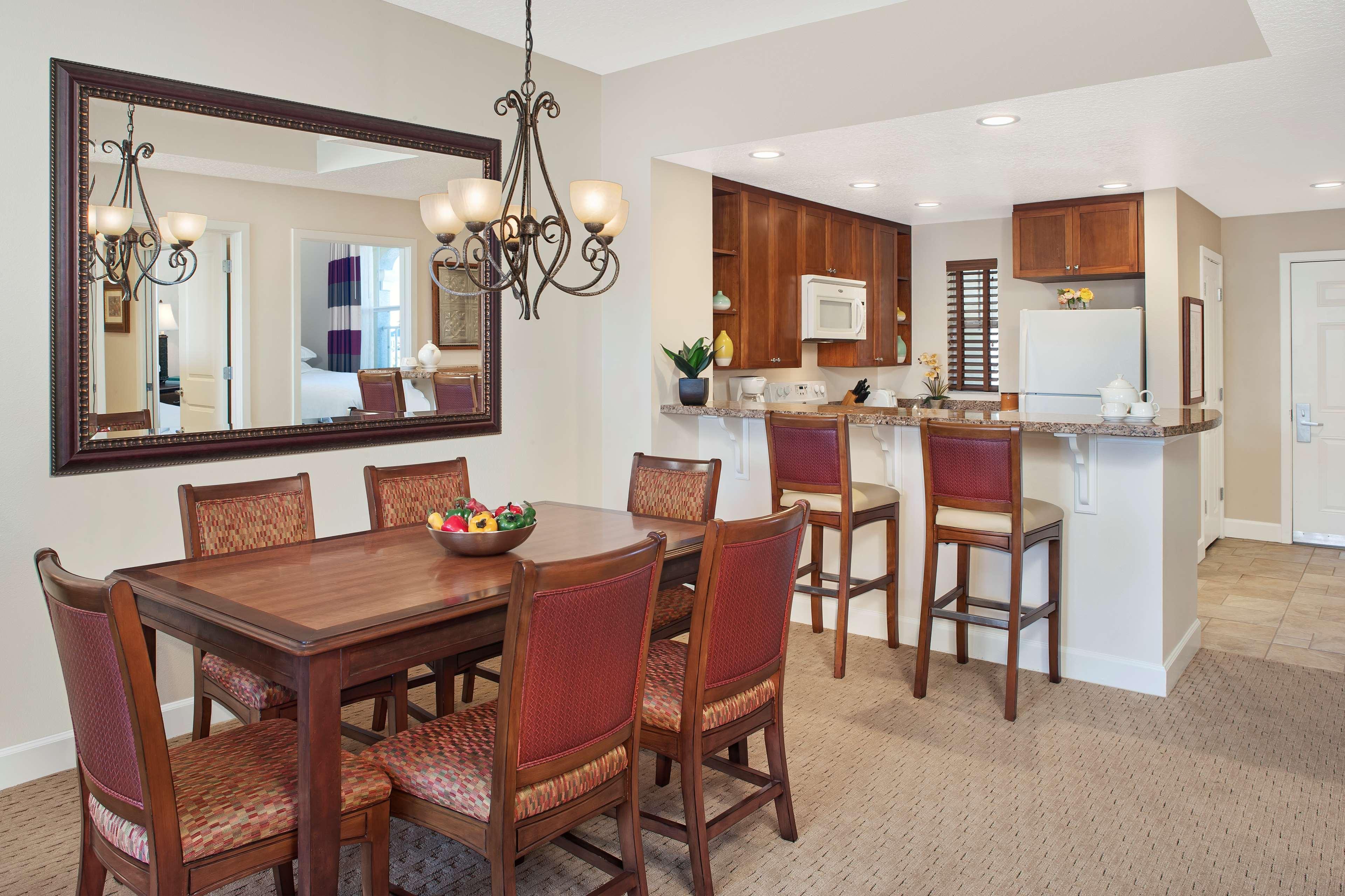 Amelia Phase Dining/Kitchen Area