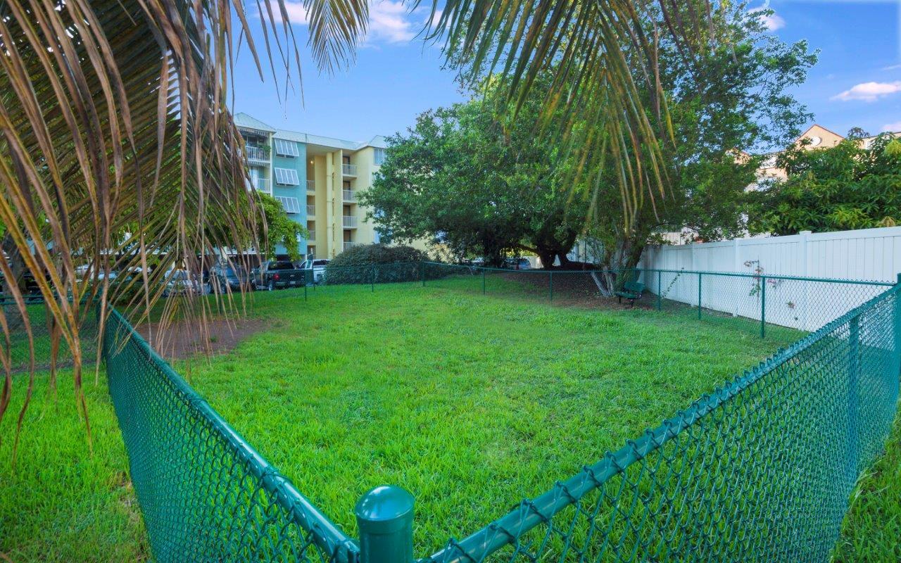 Ocean Walk Apartments image 19