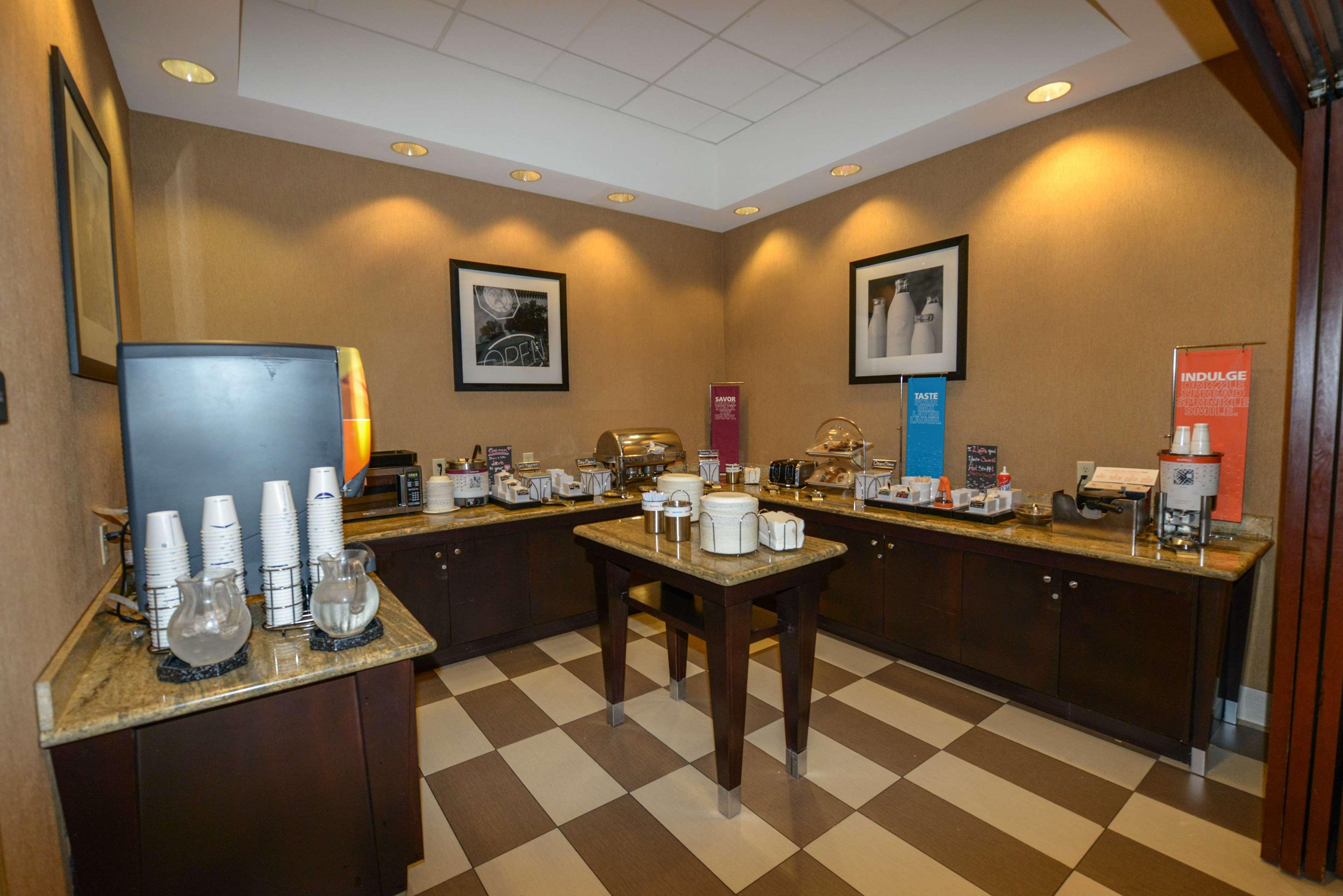 Hampton Inn & Suites Bremerton image 14