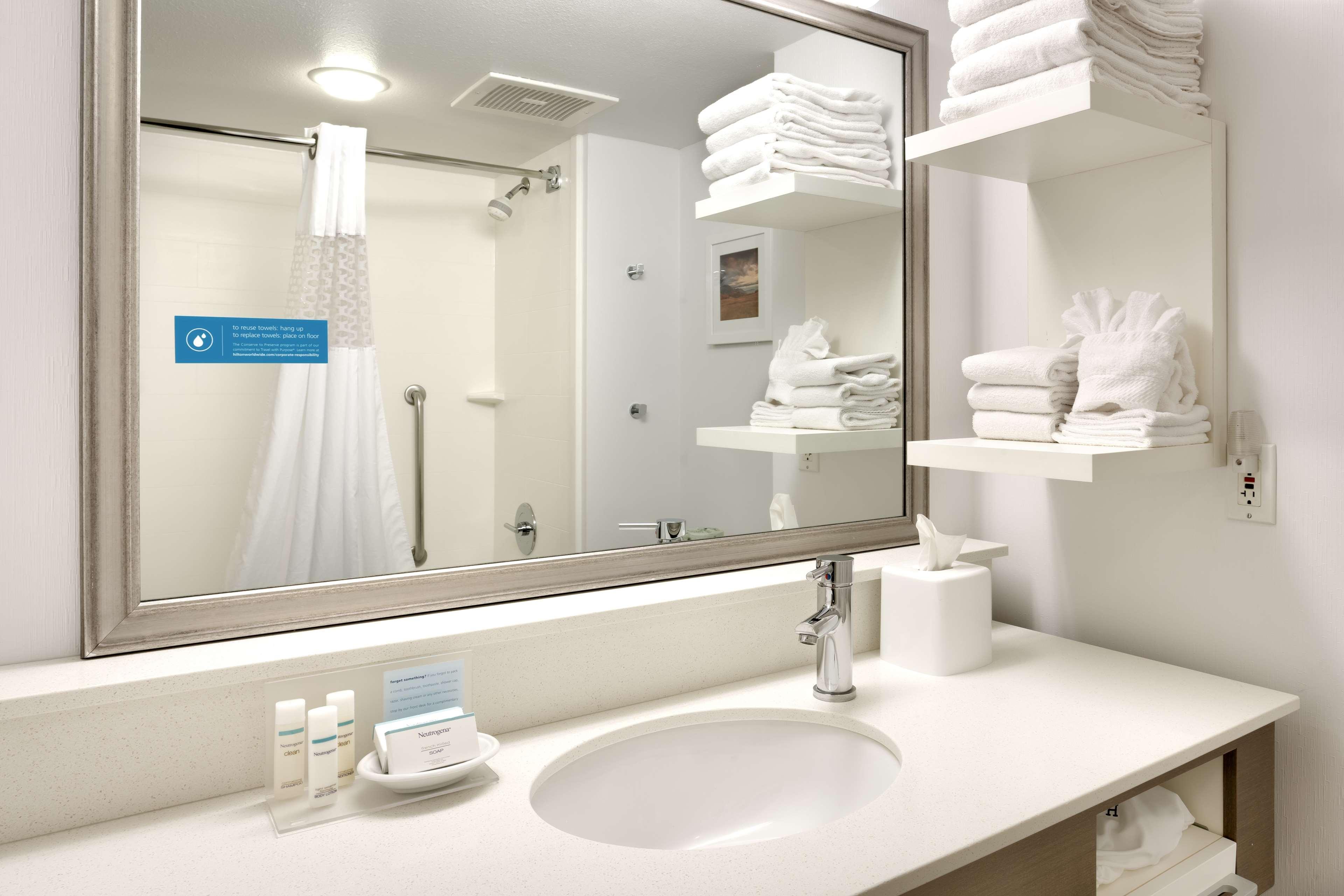 Hampton Inn & Suites Orem image 11