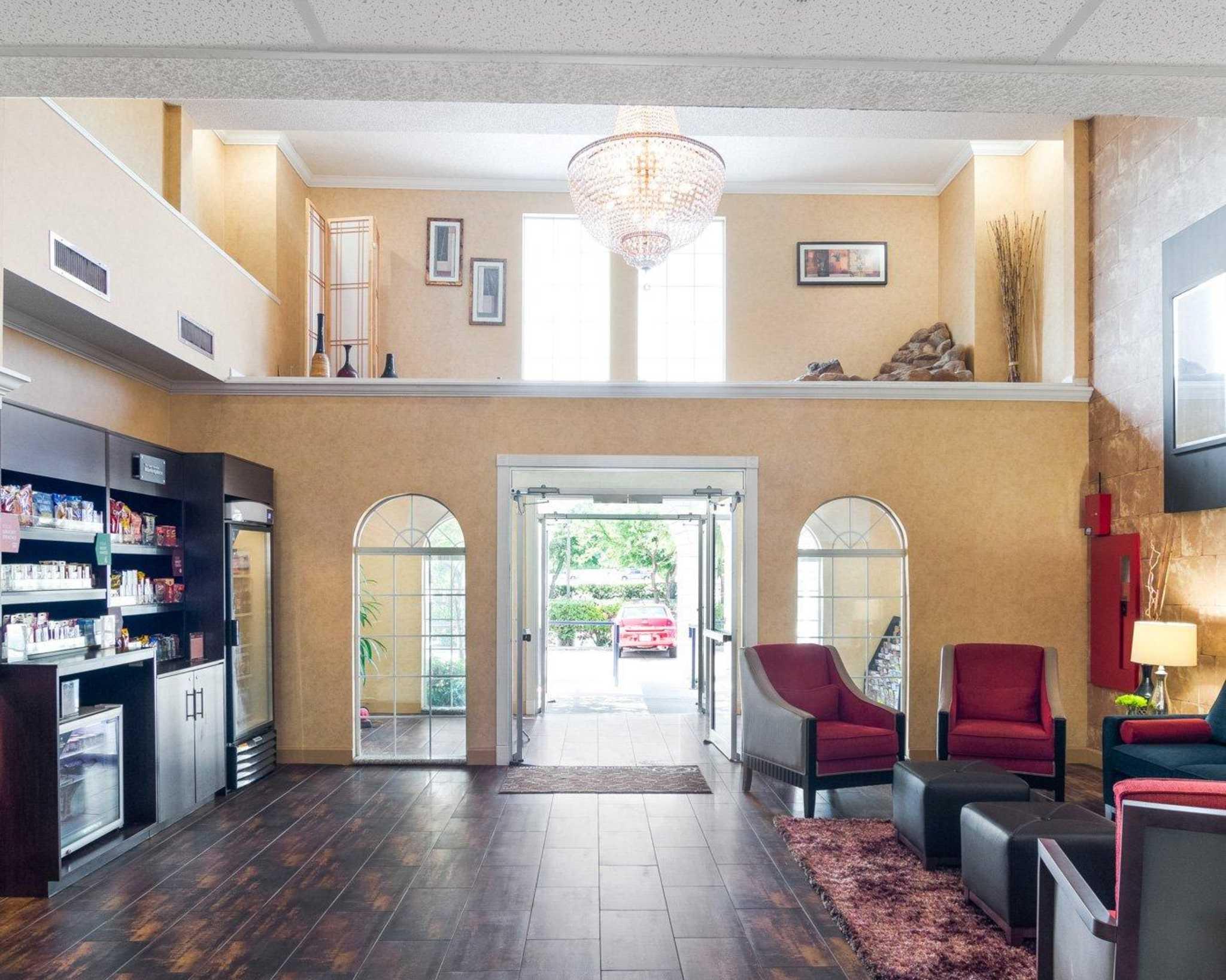 Comfort Suites Las Colinas Center image 5