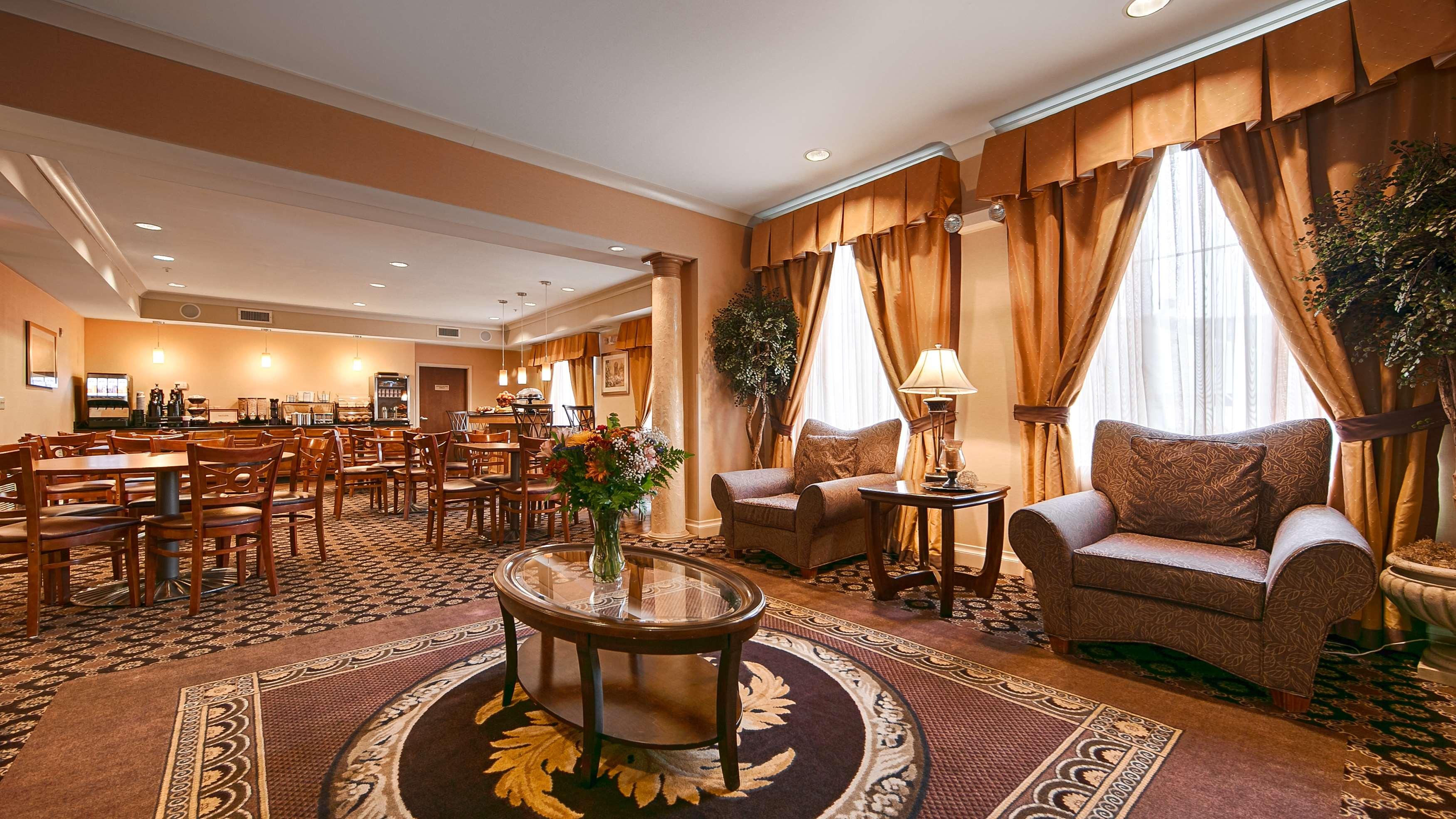 Best Western Plus Hannaford Inn & Suites image 4