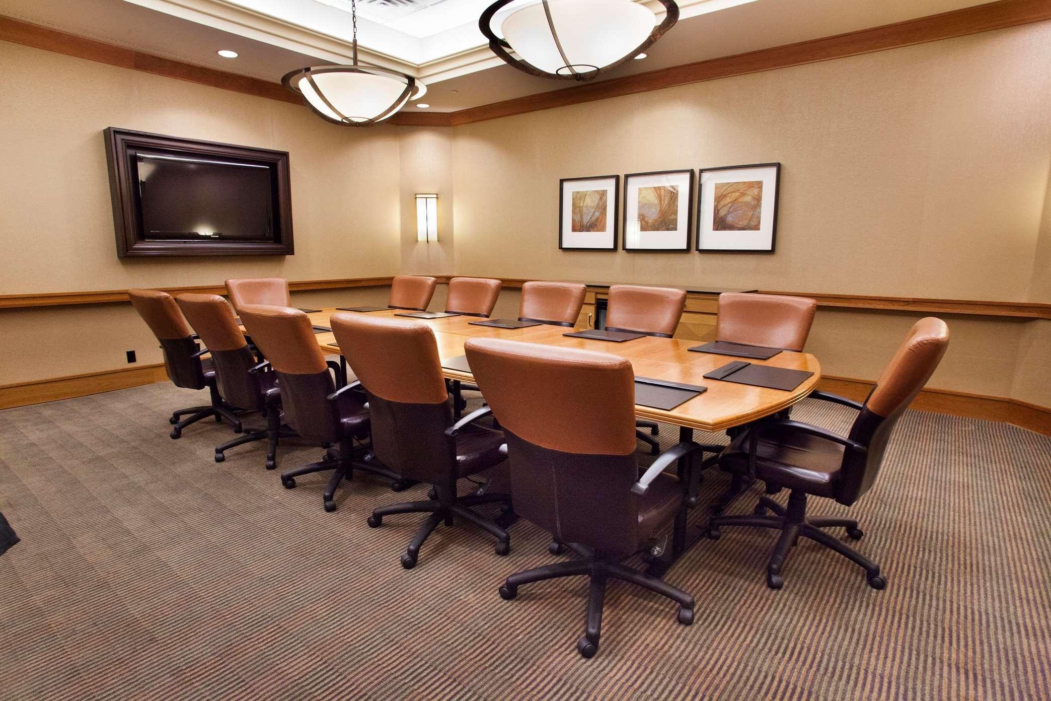 Hilton Chicago/Oak Brook Suites image 29