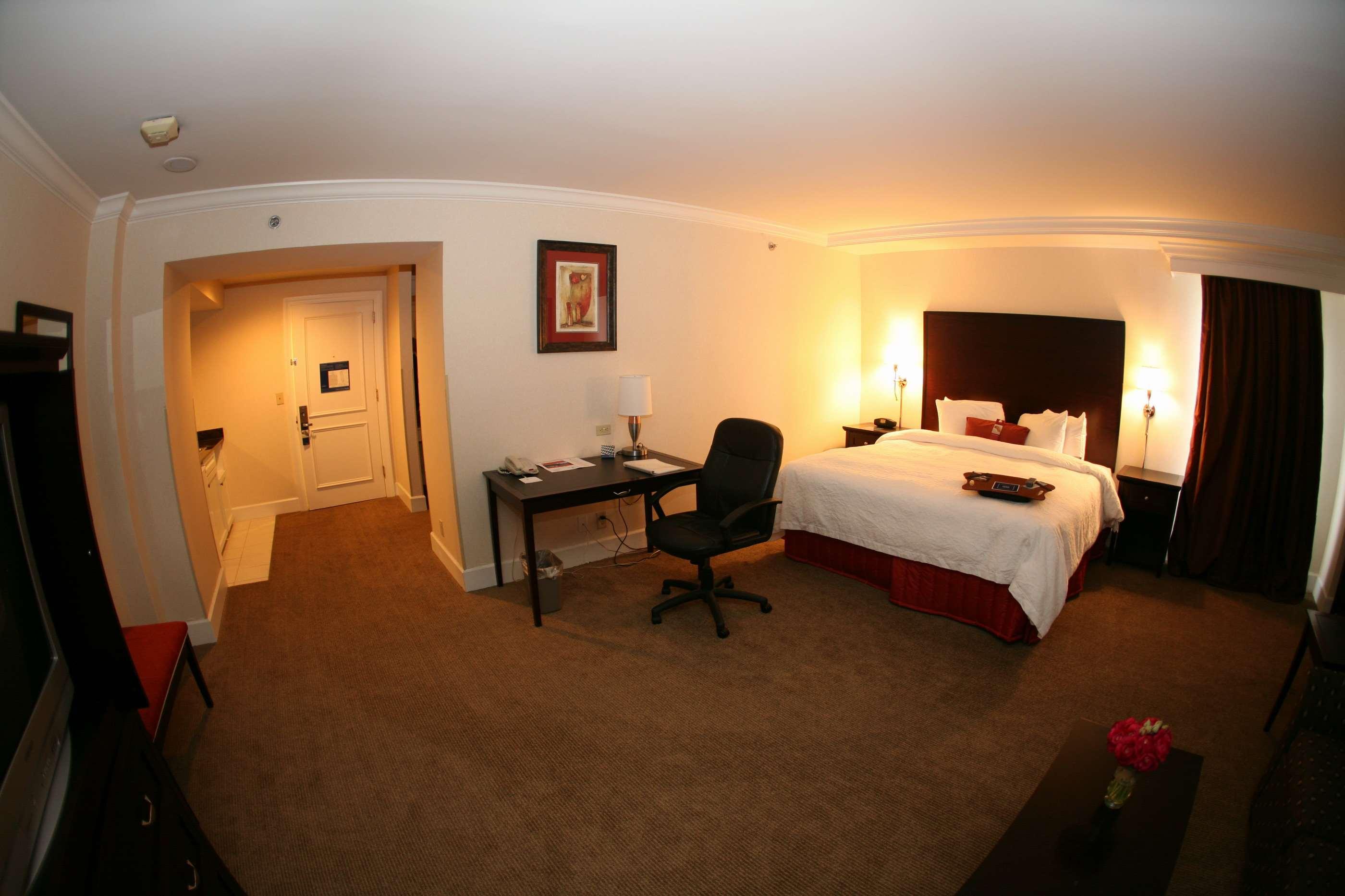 Hampton Inn & Suites Stamford image 25