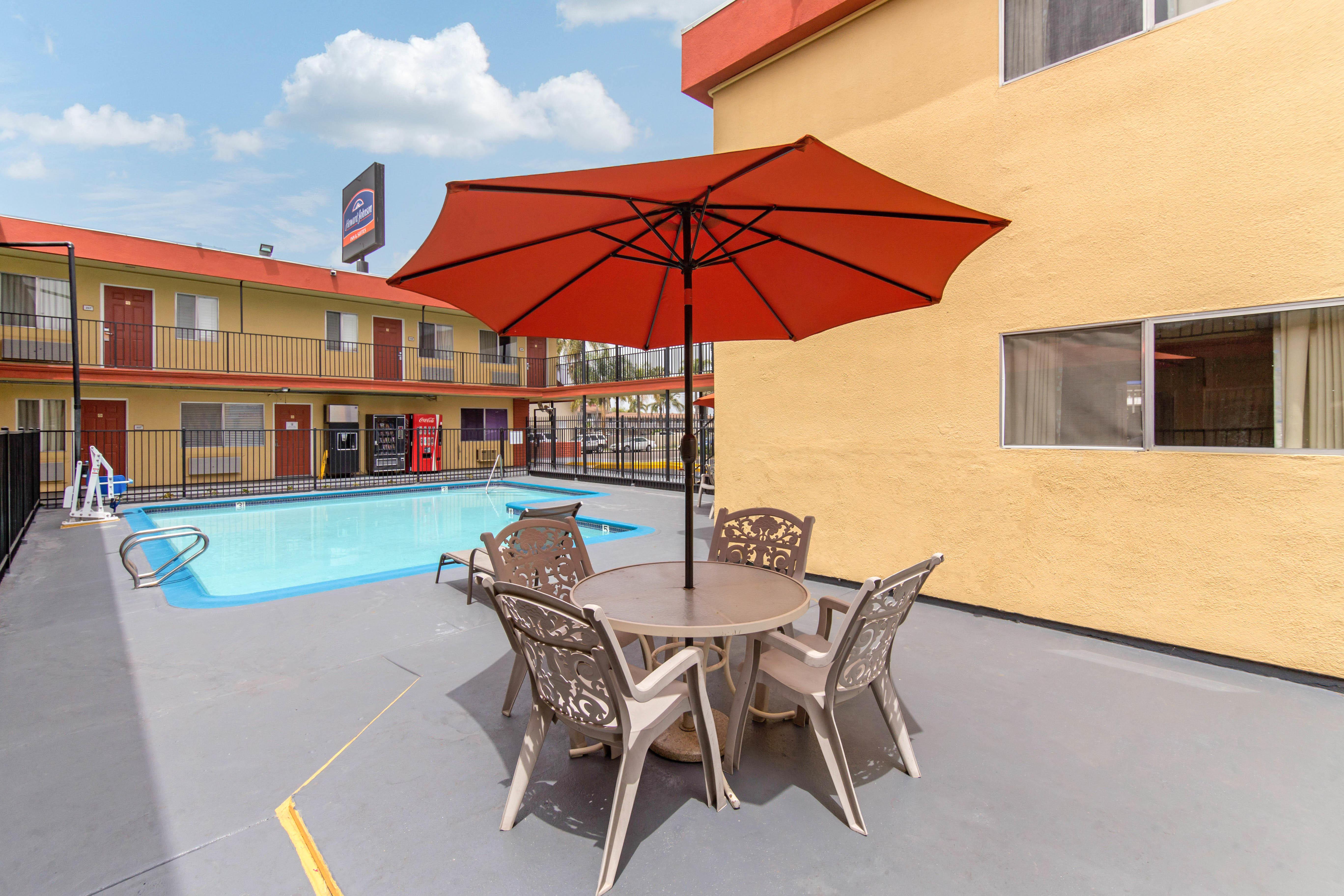 Howard Johnson by Wyndham Chula Vista San Diego Suite Hotel image 18