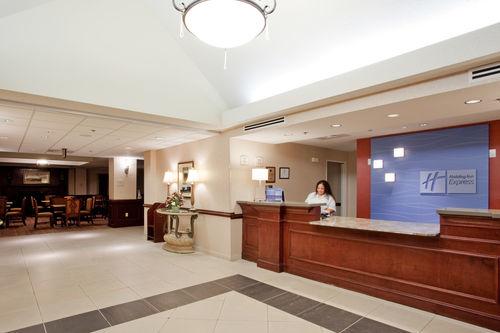 Holiday Inn Express & Suites Chesapeake image 1