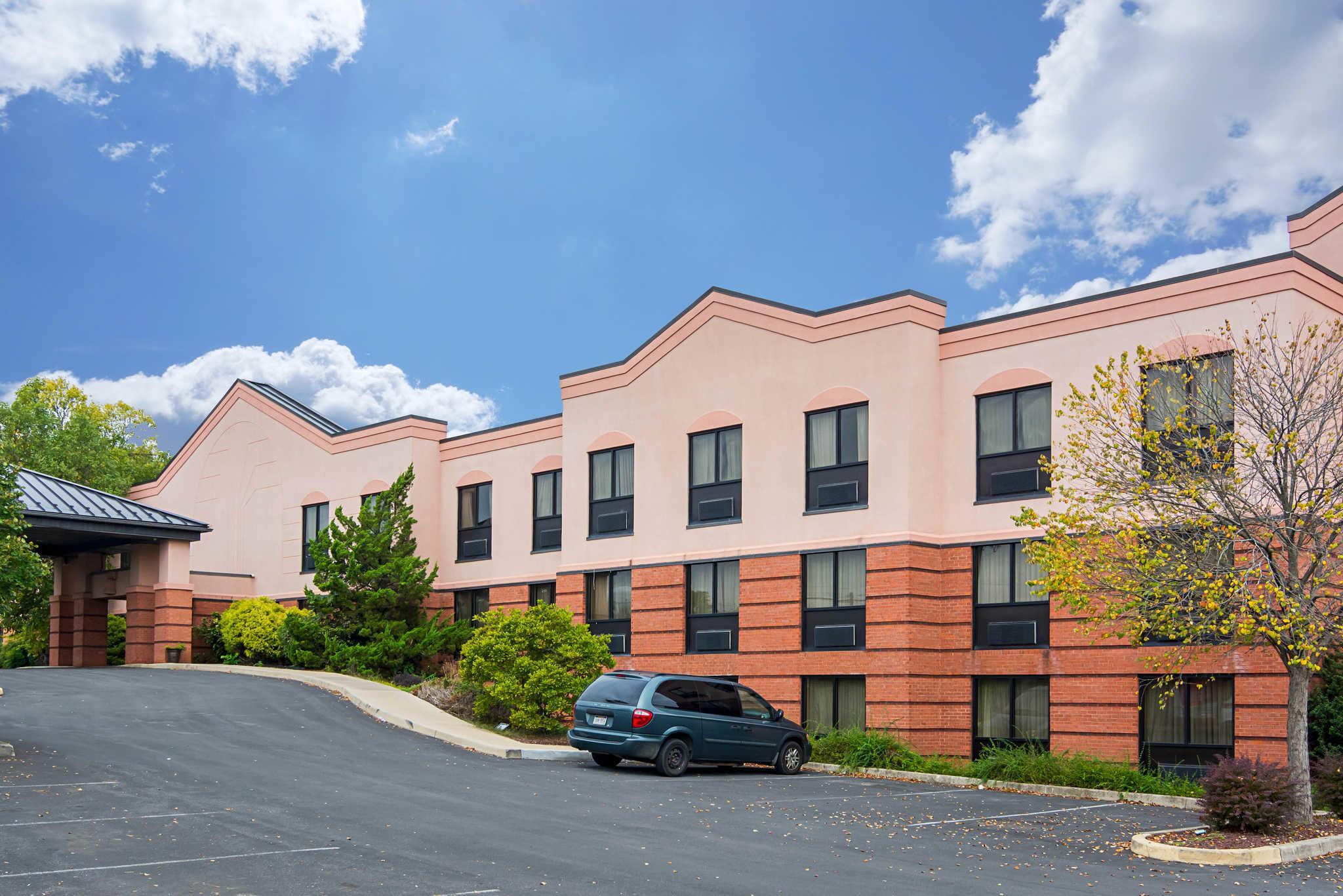 Quality Inn & Suites Kearneysville - Martinsburg image 1