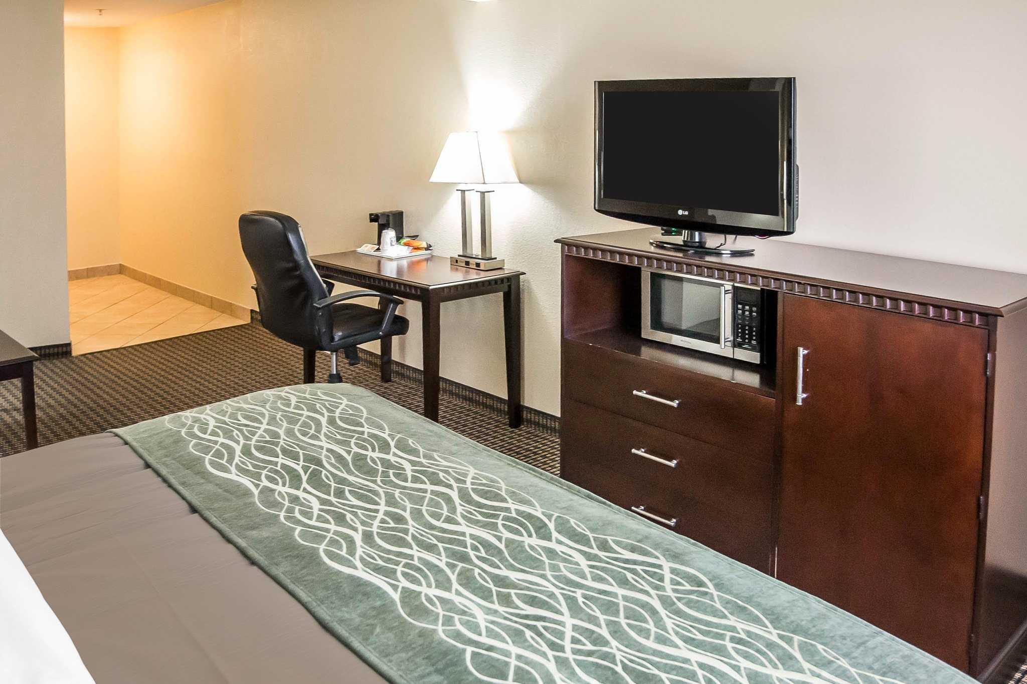 Econo Lodge Inn & Suites image 3