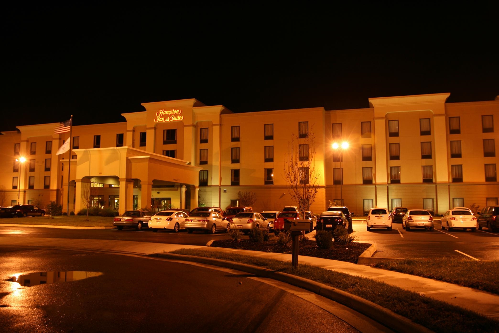 Hampton Inn & Suites Wilmington image 23