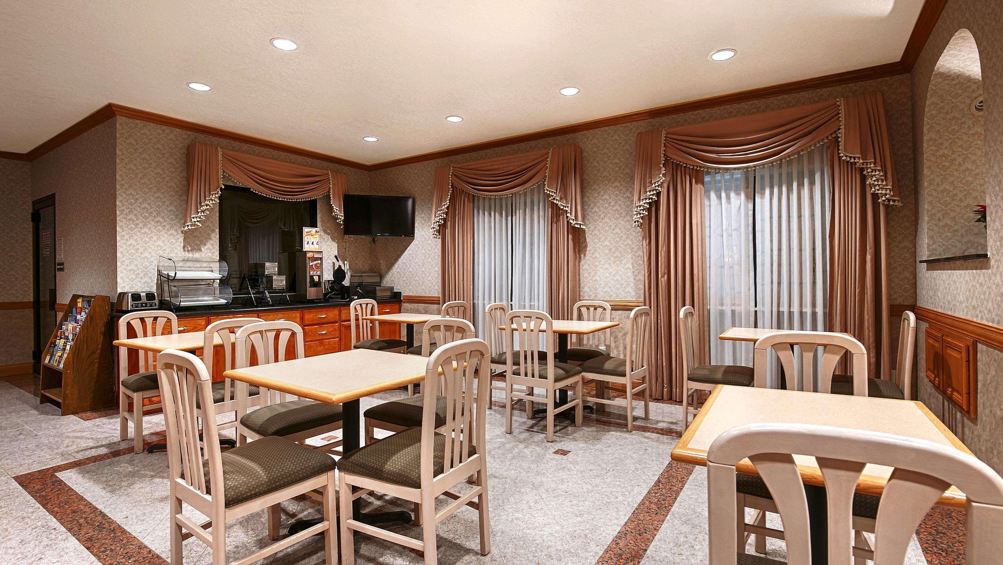 SureStay Hotel by Best Western Falfurrias image 29