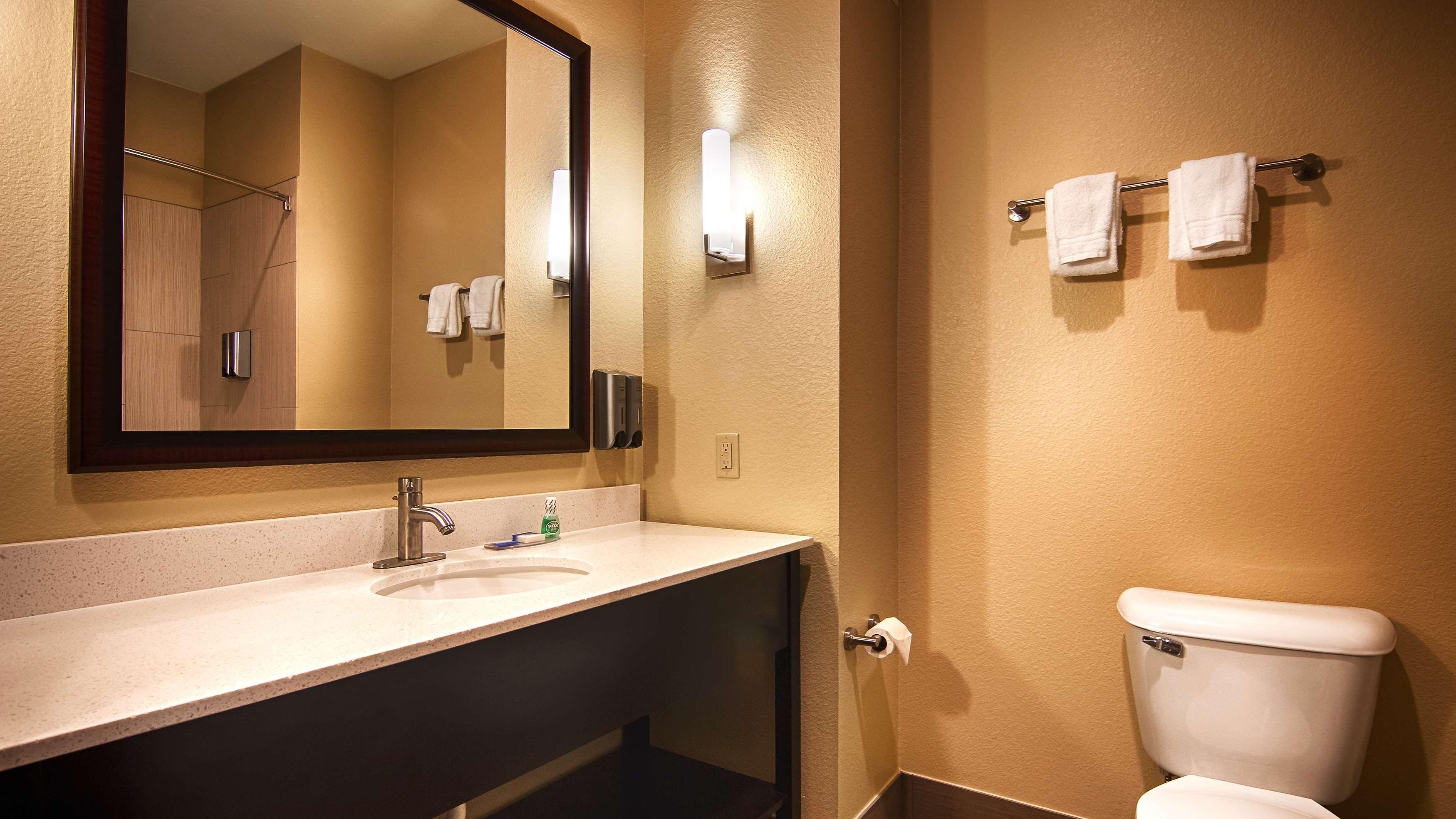 Best Western Lindsay Inn & Suites image 16