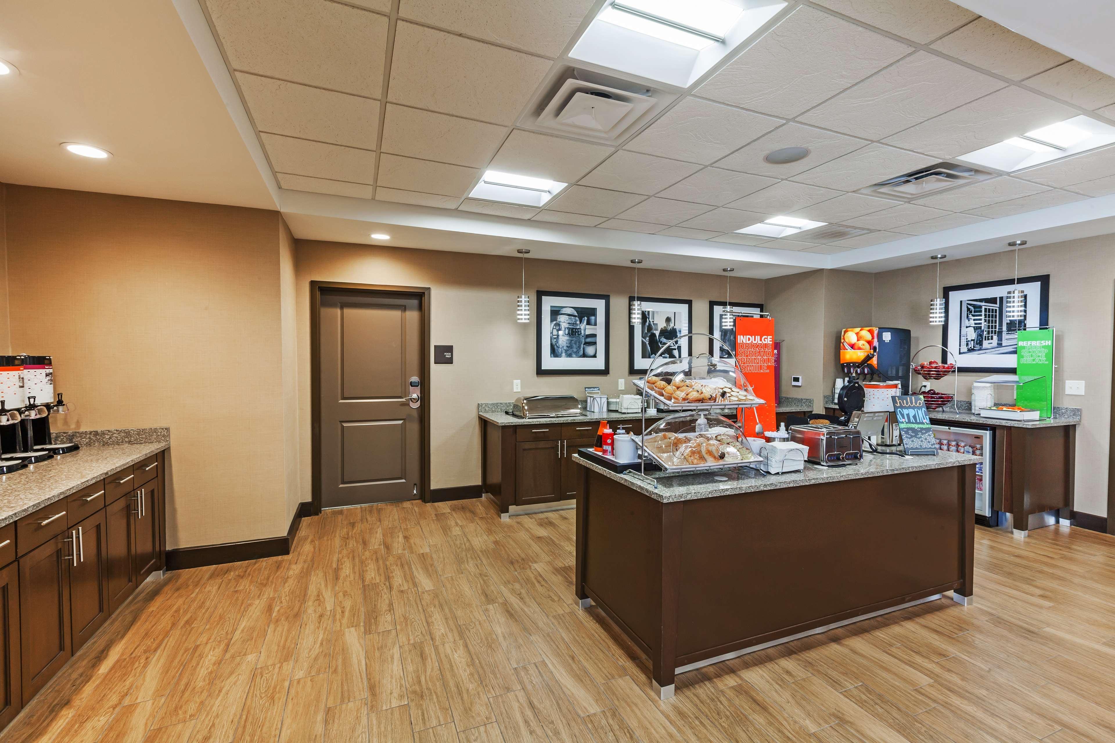Hampton Inn & Suites Claremore image 10