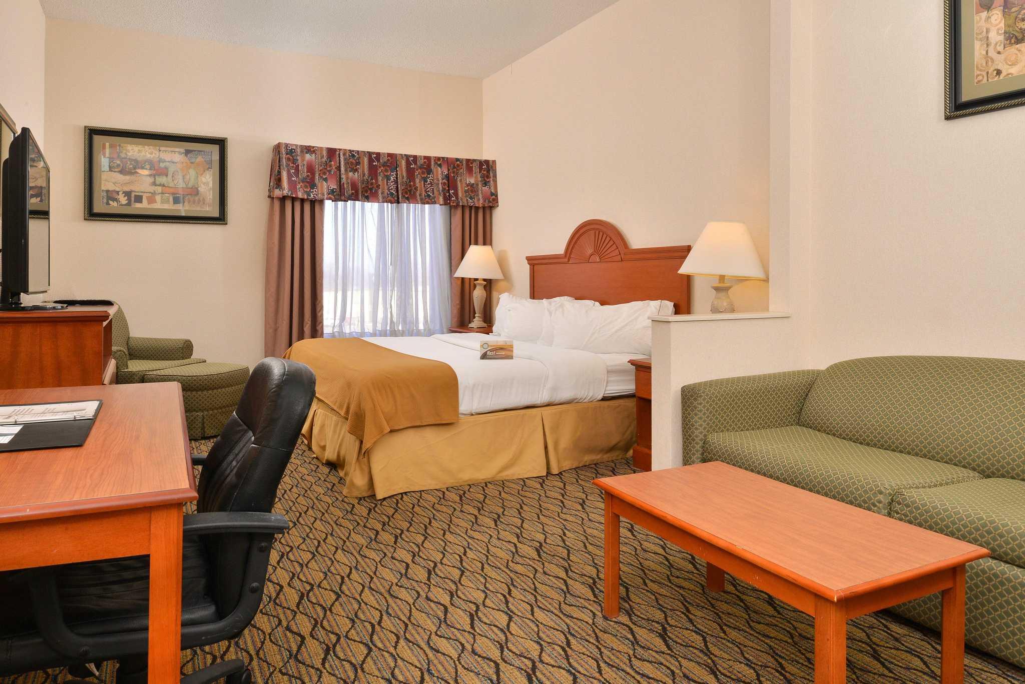 Quality Inn & Suites Jefferson City image 9