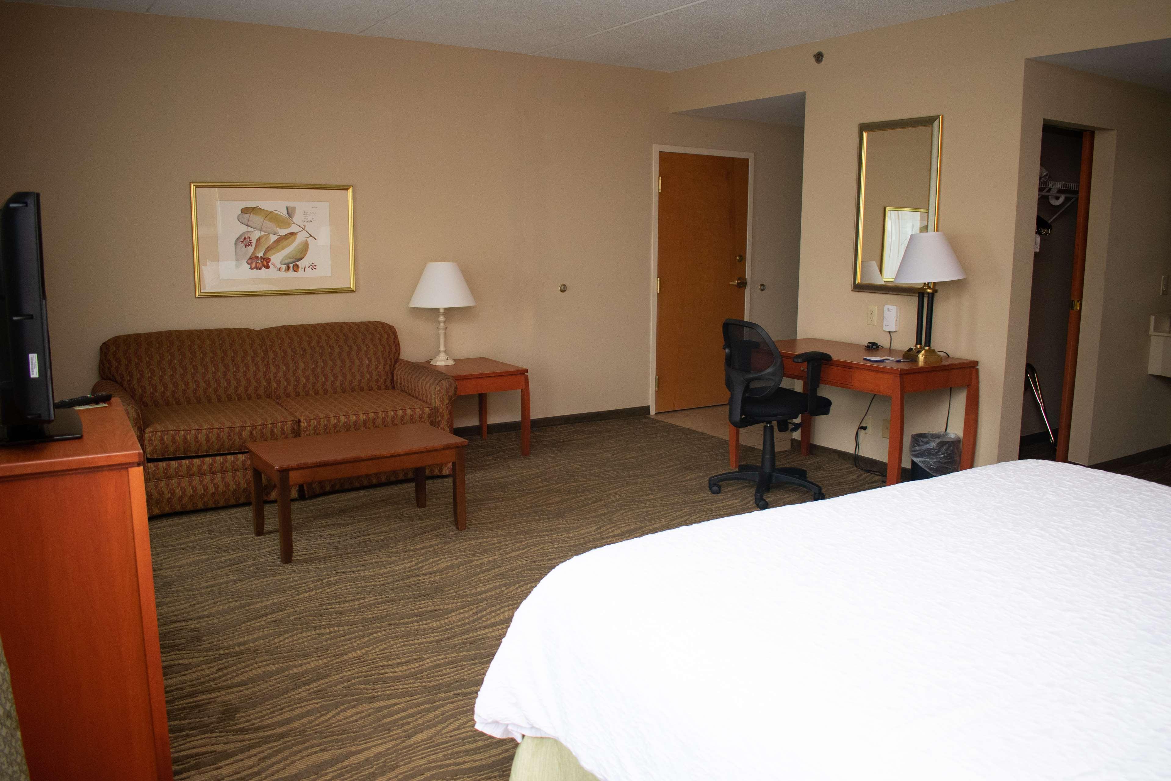 Hampton Inn & Suites Augusta West image 0