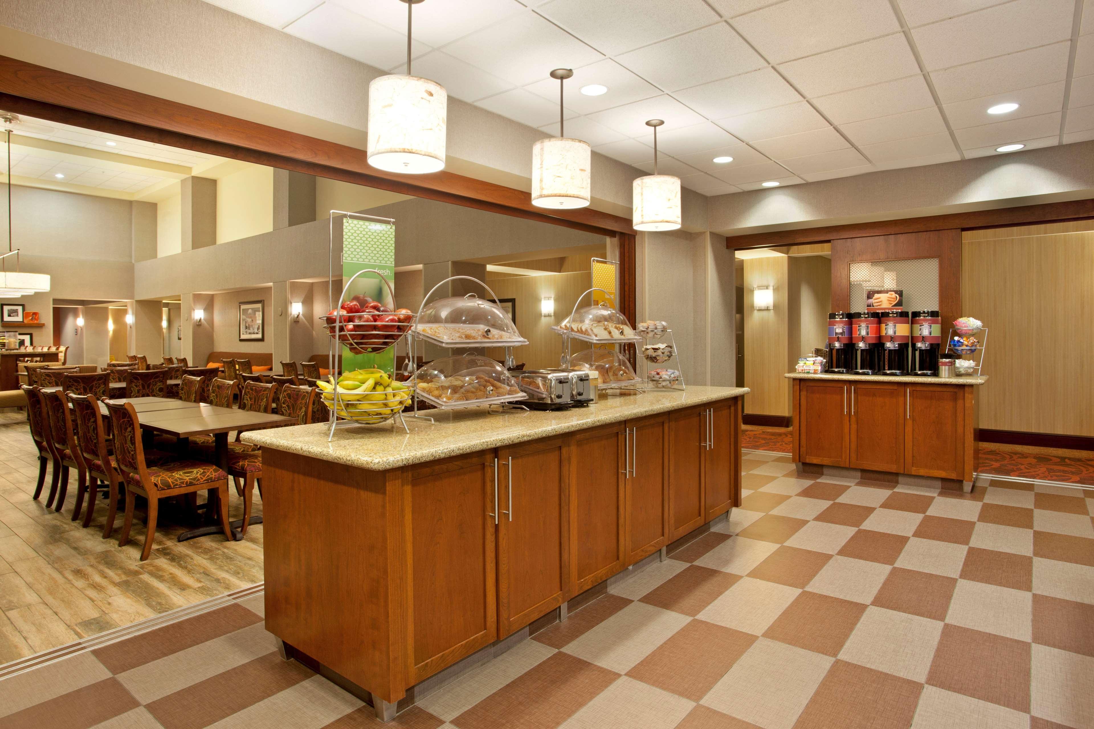 Hampton Inn Suites Minneapolis St Paul Arpt-Mall of America image 4