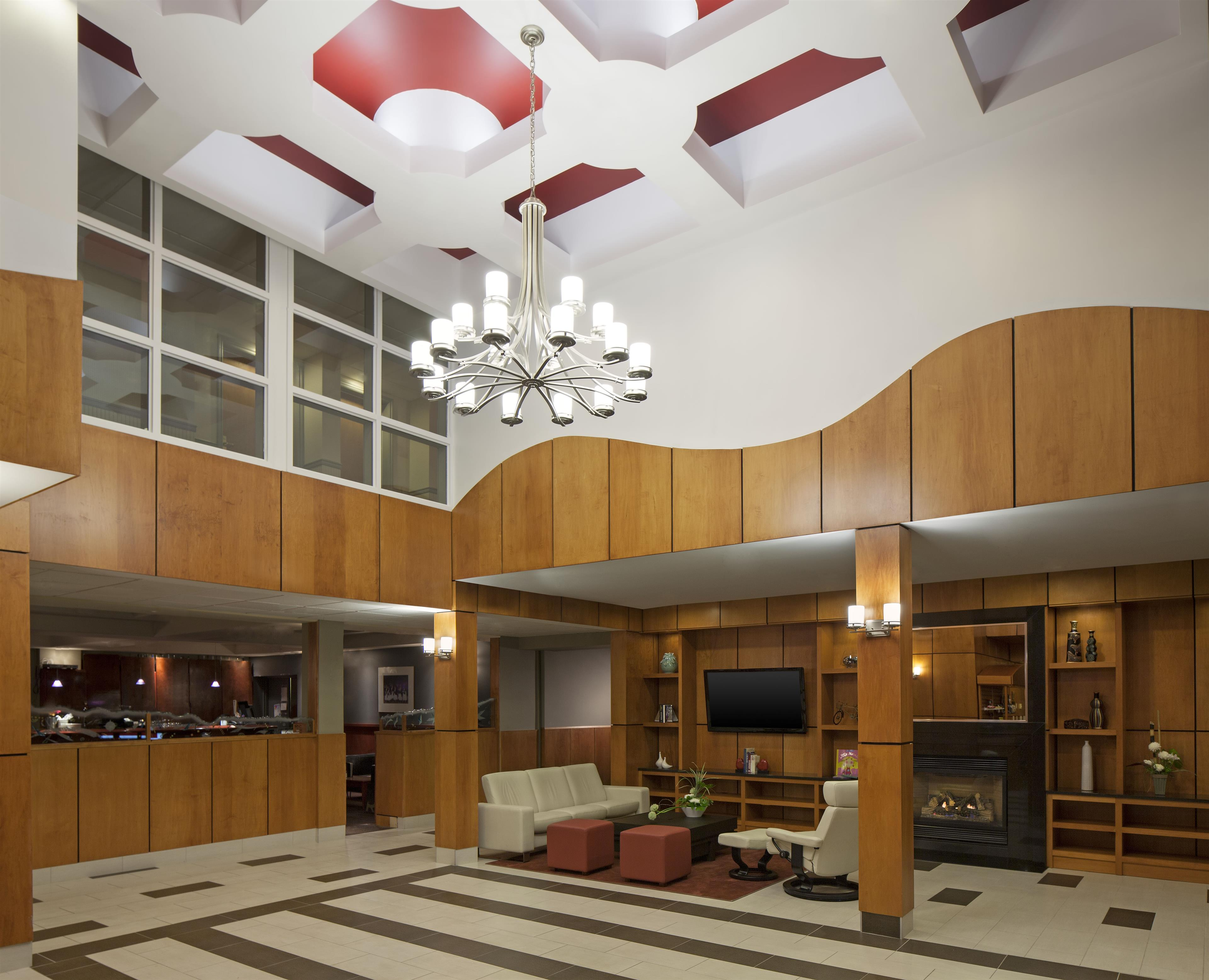 Four Points by Sheraton Kamloops in Kamloops: Lobby