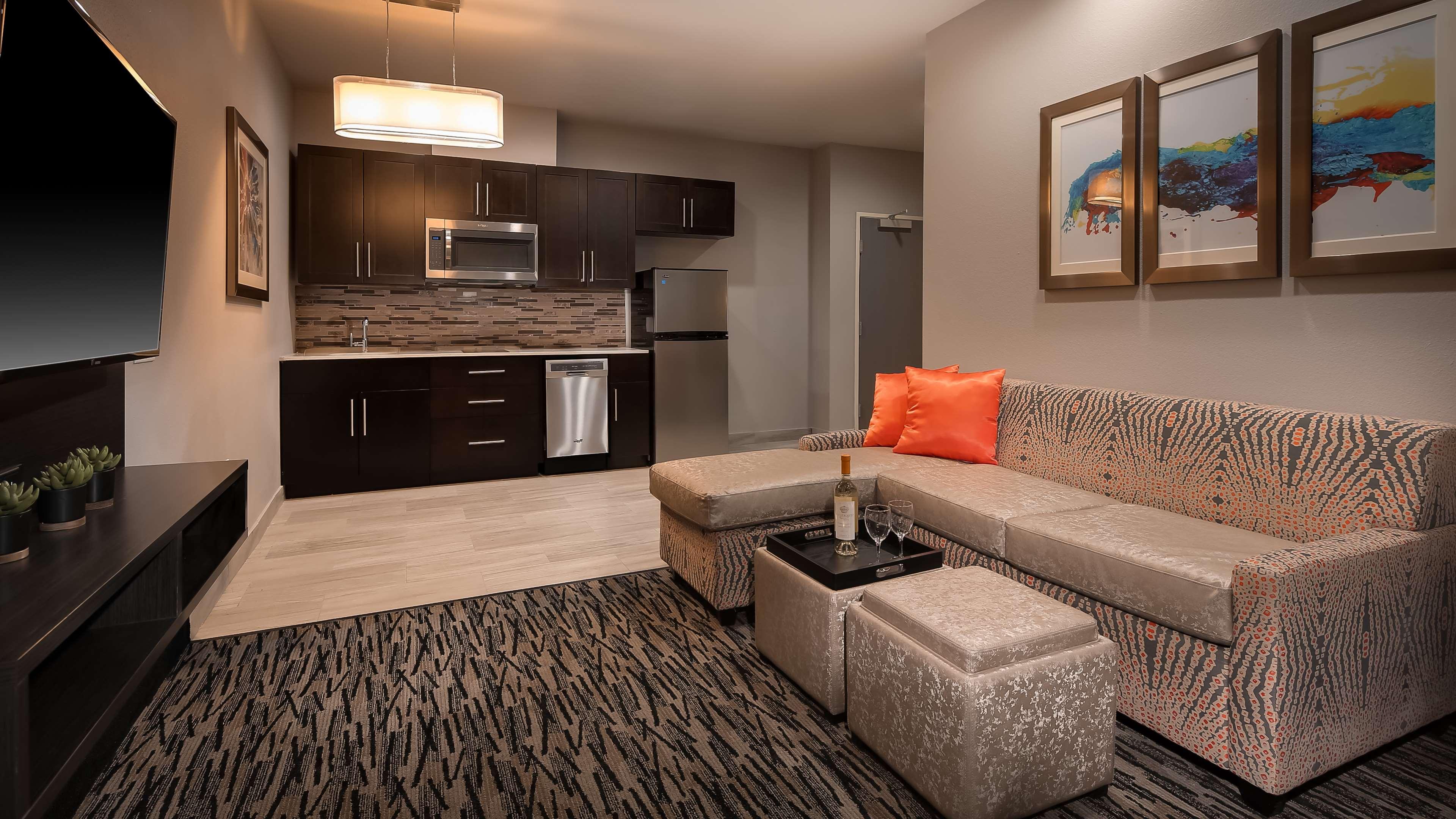 Best Western Plus Executive Residency Baytown image 37
