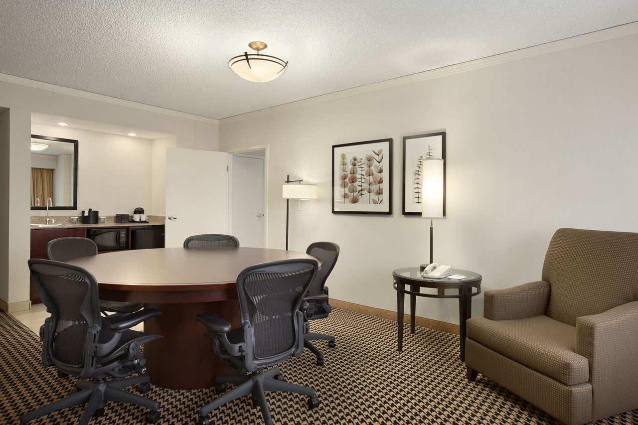 Embassy Suites by Hilton Atlanta Perimeter Center image 7