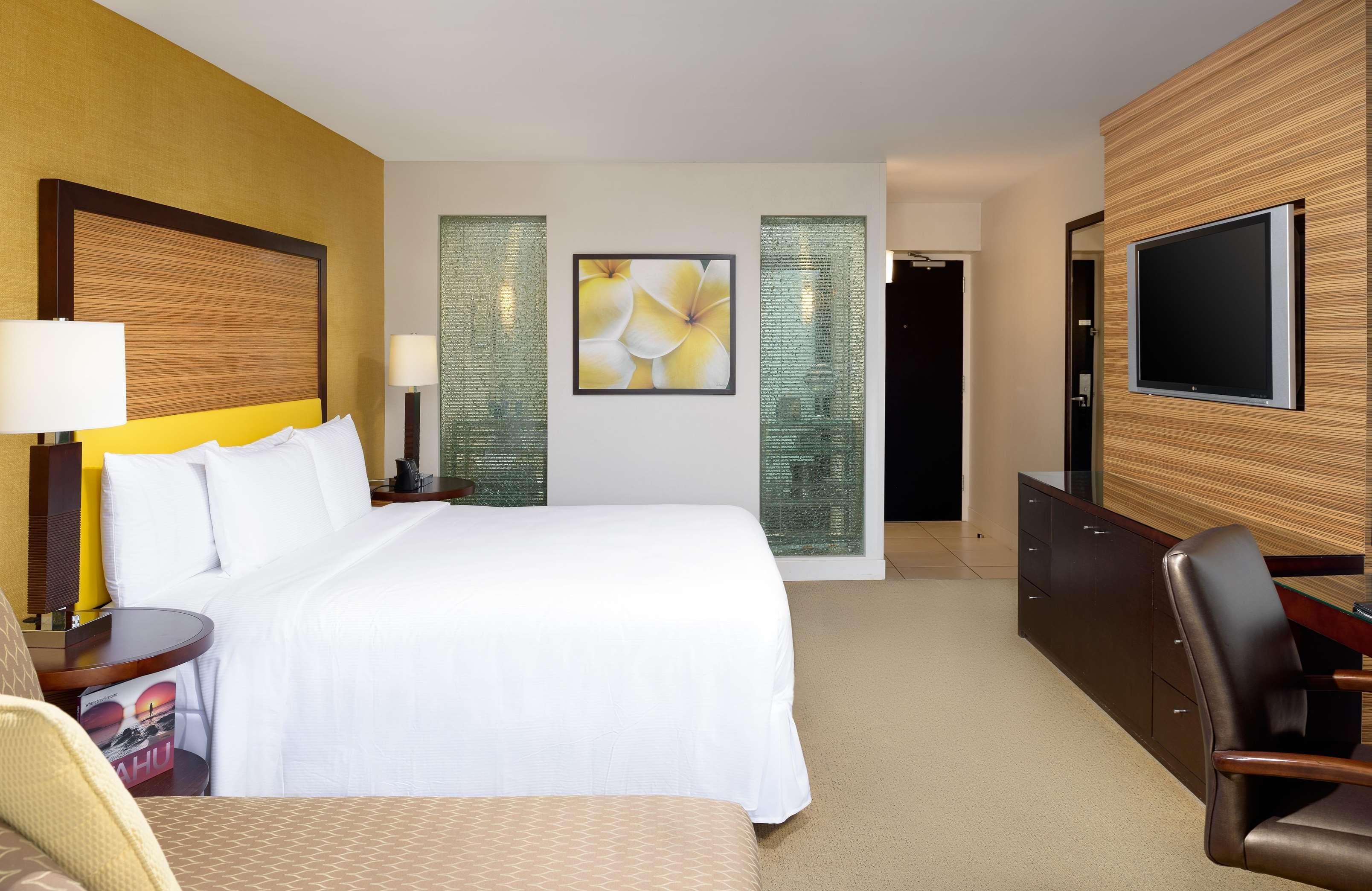 Hilton Waikiki Beach image 14