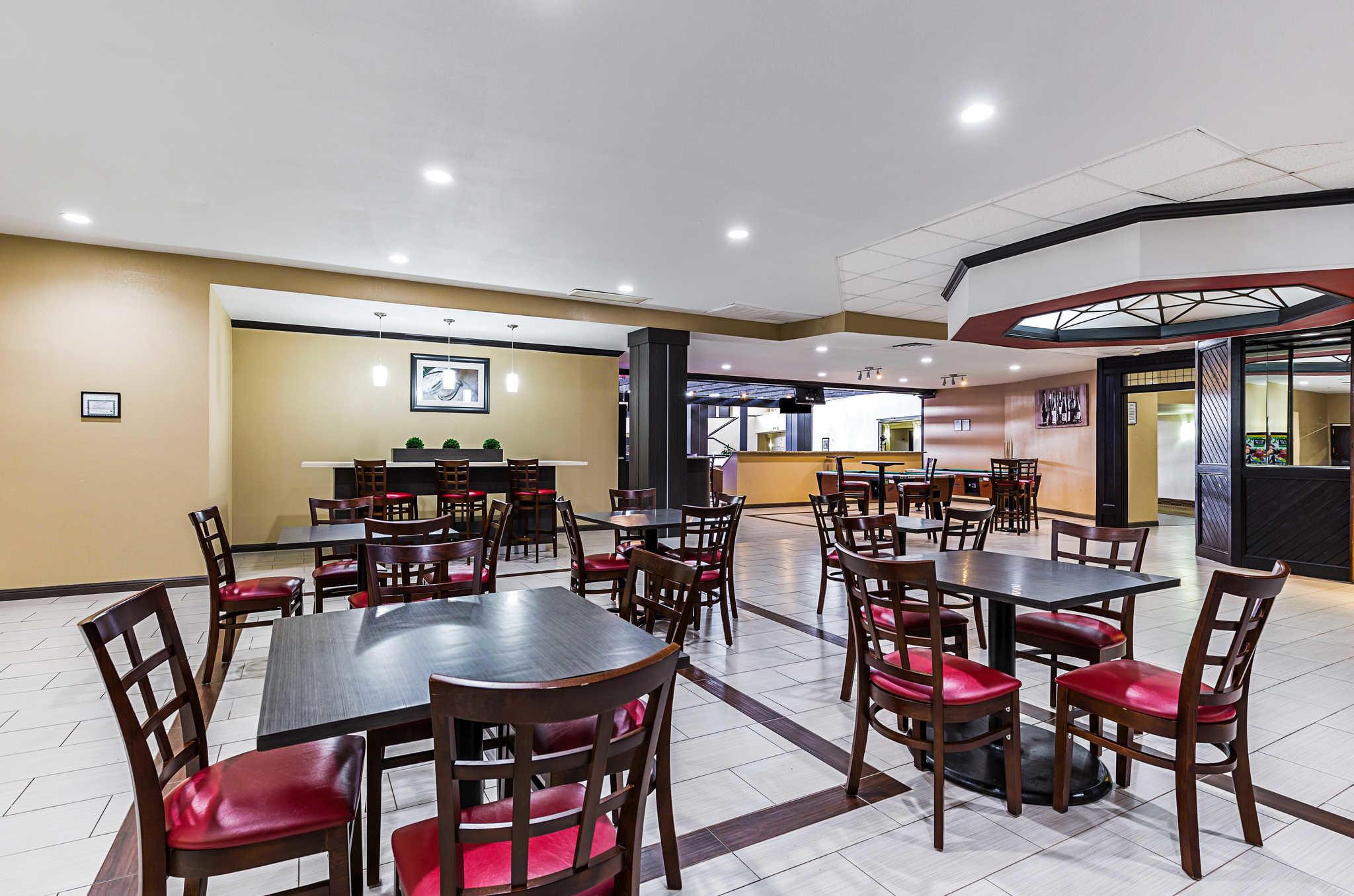 Clarion Inn image 29