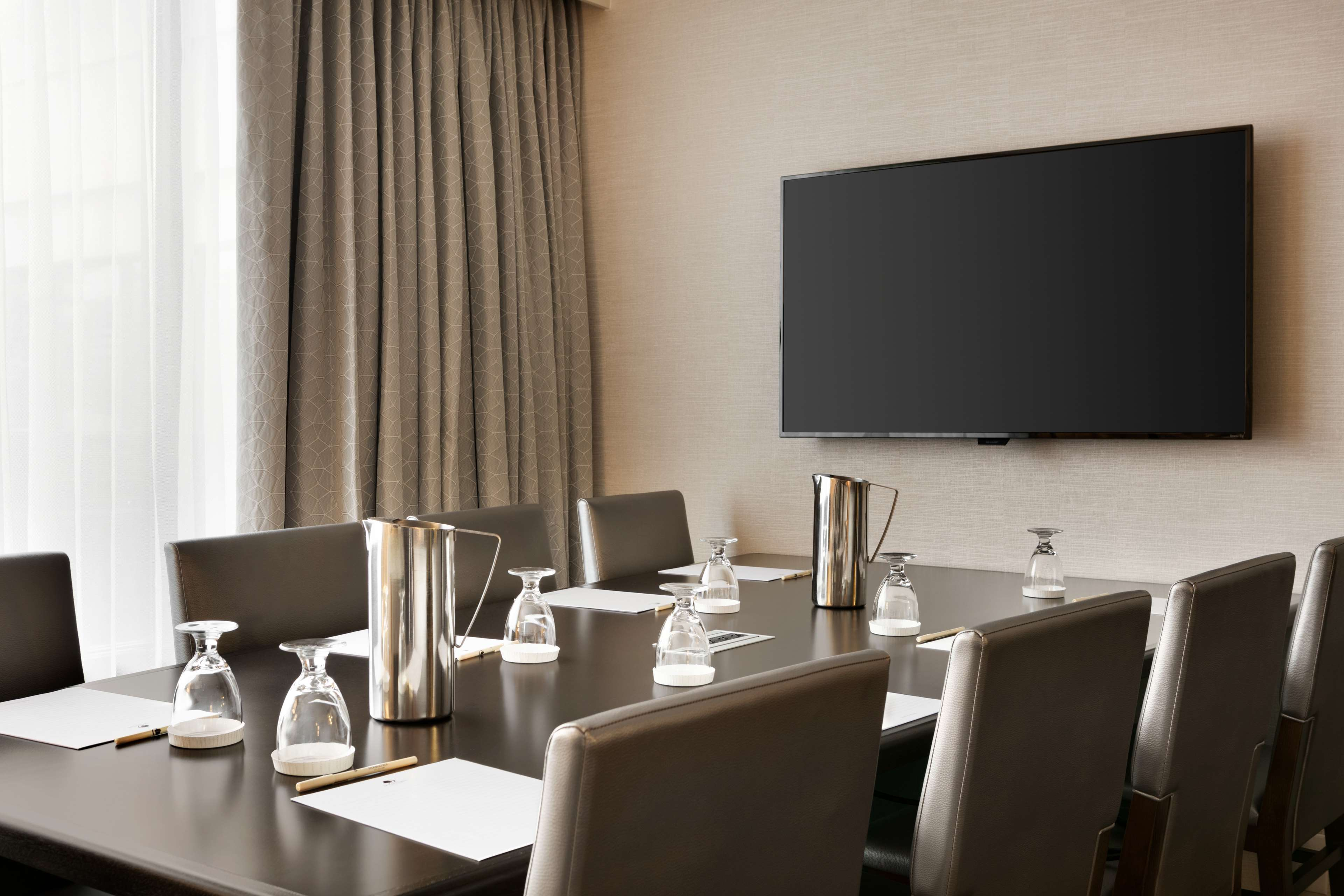 DoubleTree by Hilton McLean Tysons image 10