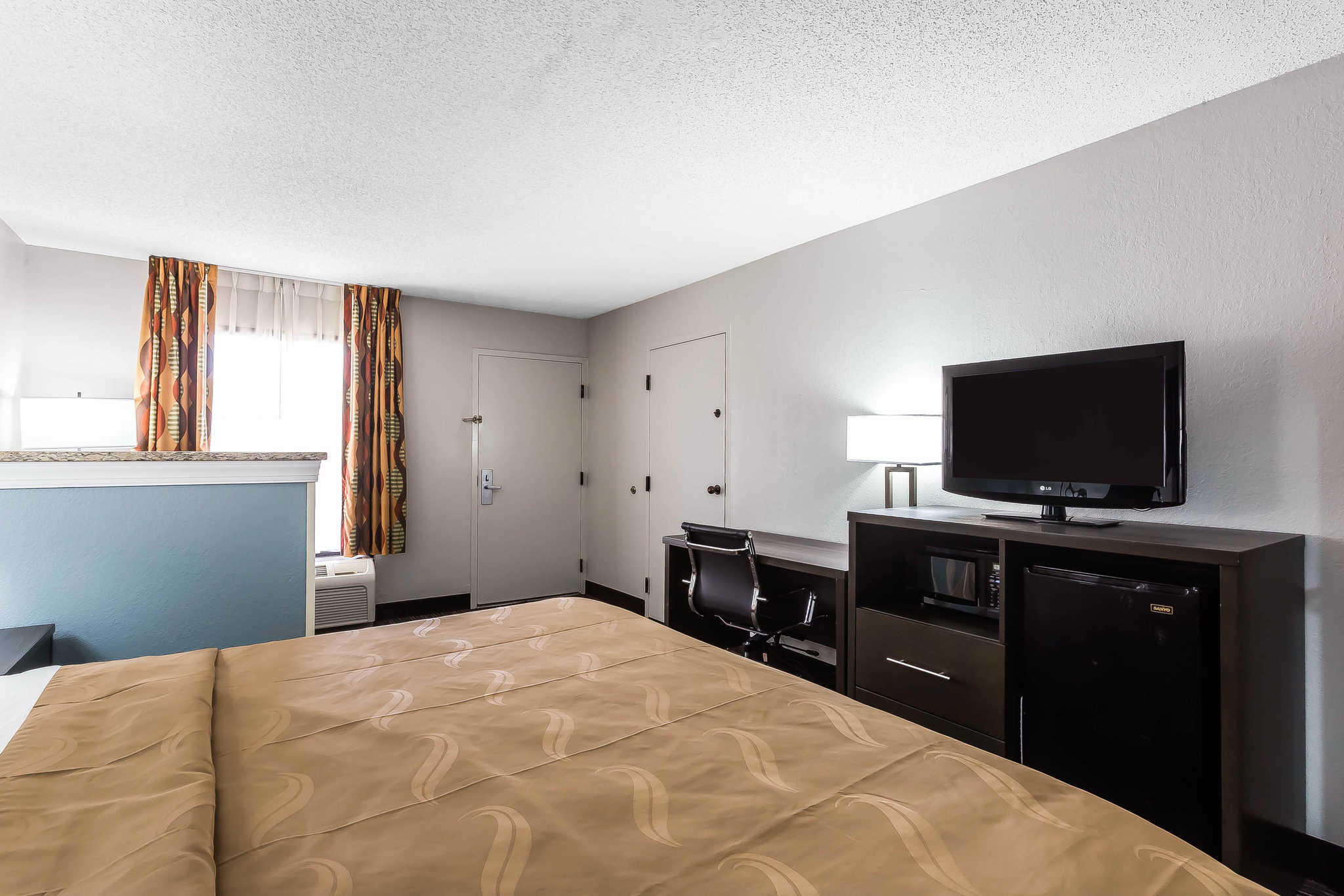 Quality Inn & Suites Mooresville-Lake Norman image 10