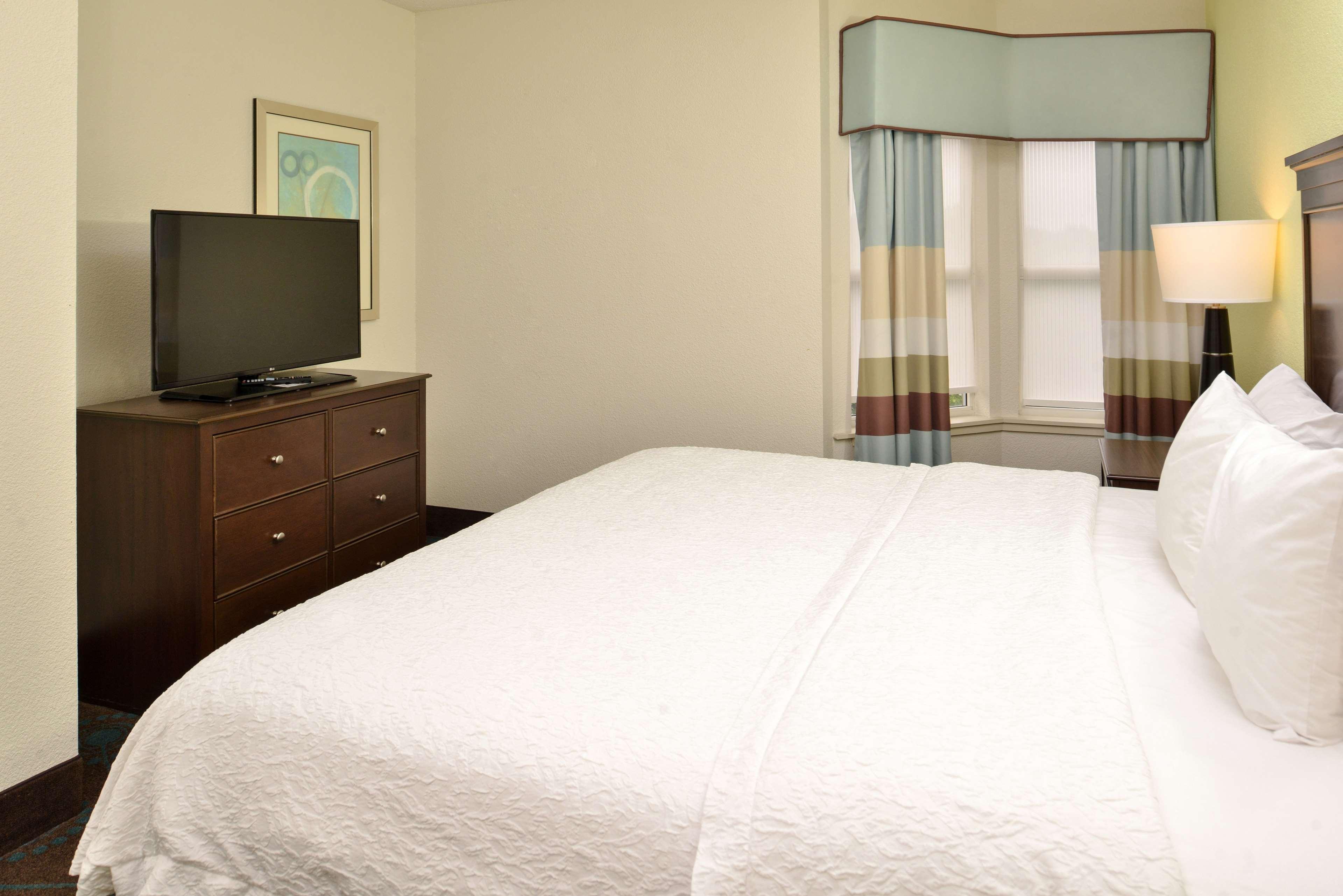 Hampton Inn & Suites Newport News (Oyster Point) image 29