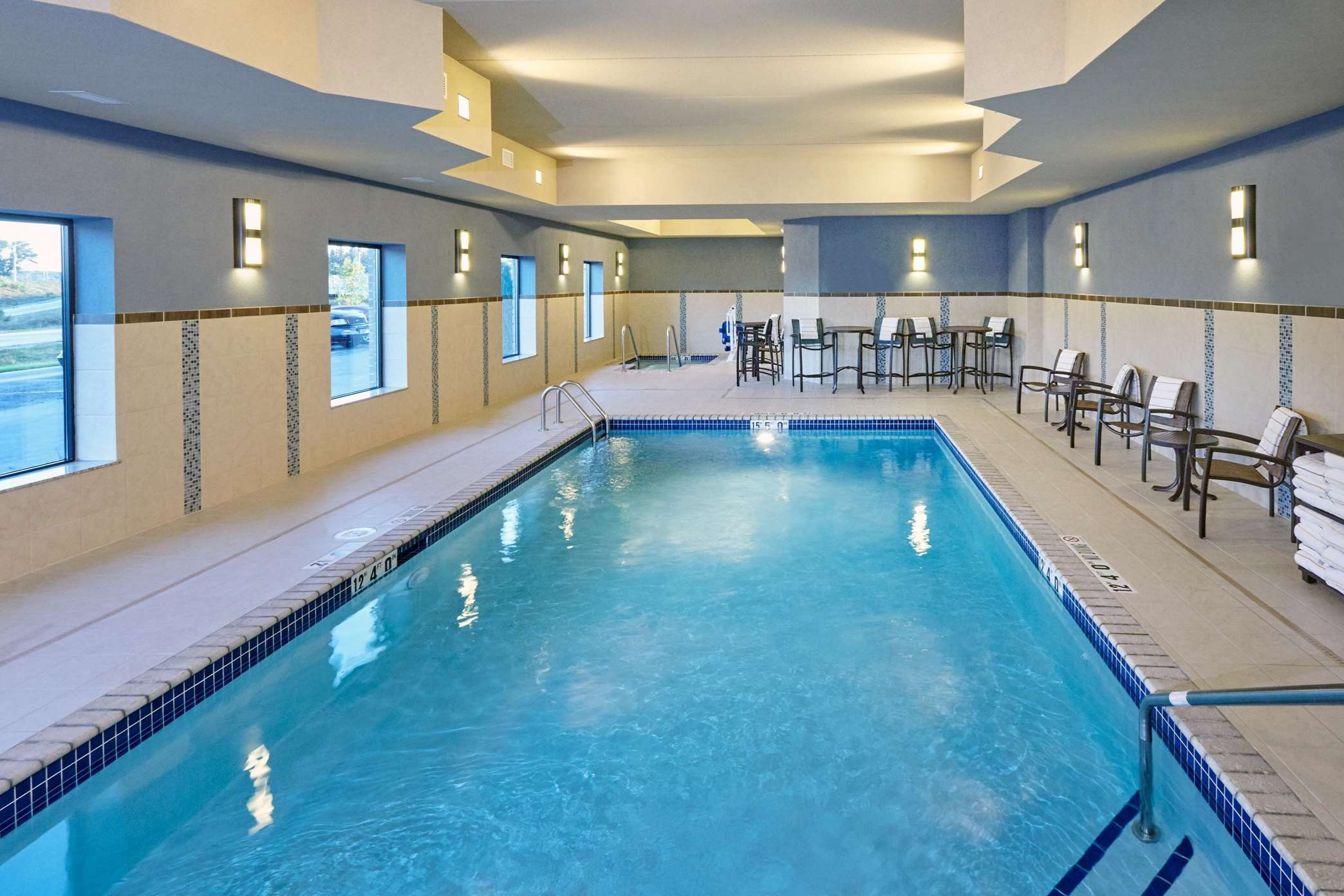 Hampton Inn & Suites Milwaukee/Franklin image 2