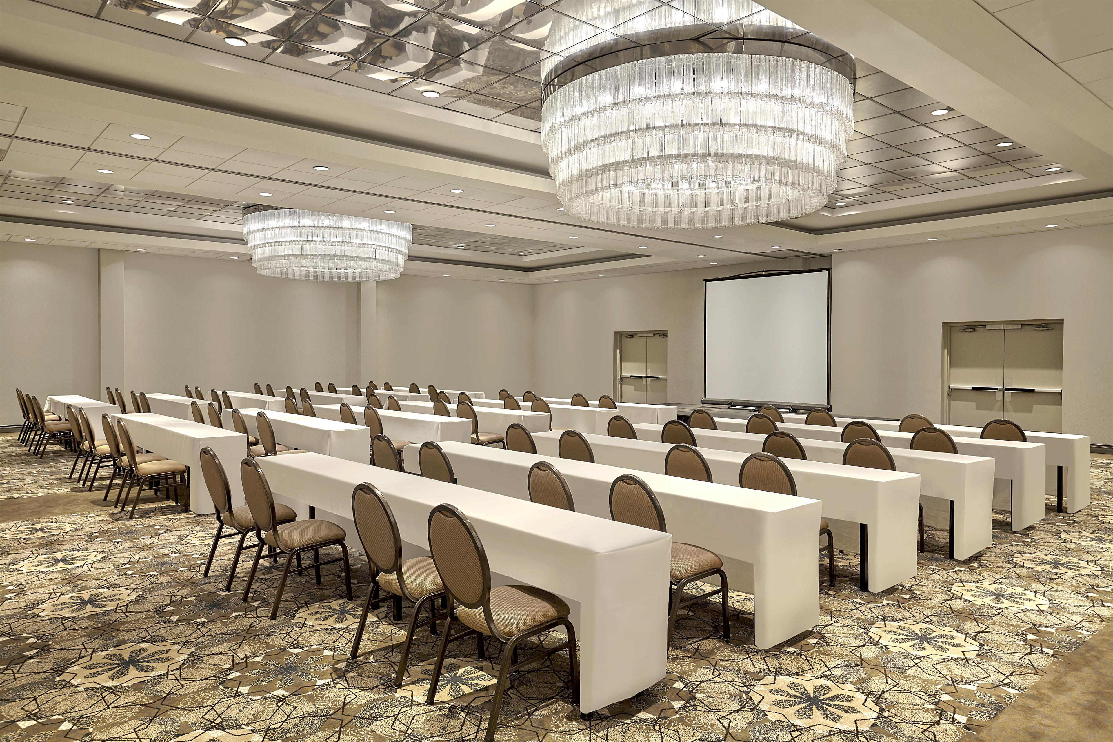 Sheraton Vancouver Guildford Hotel in Surrey: Guildford Ballroom in Classroom Setup