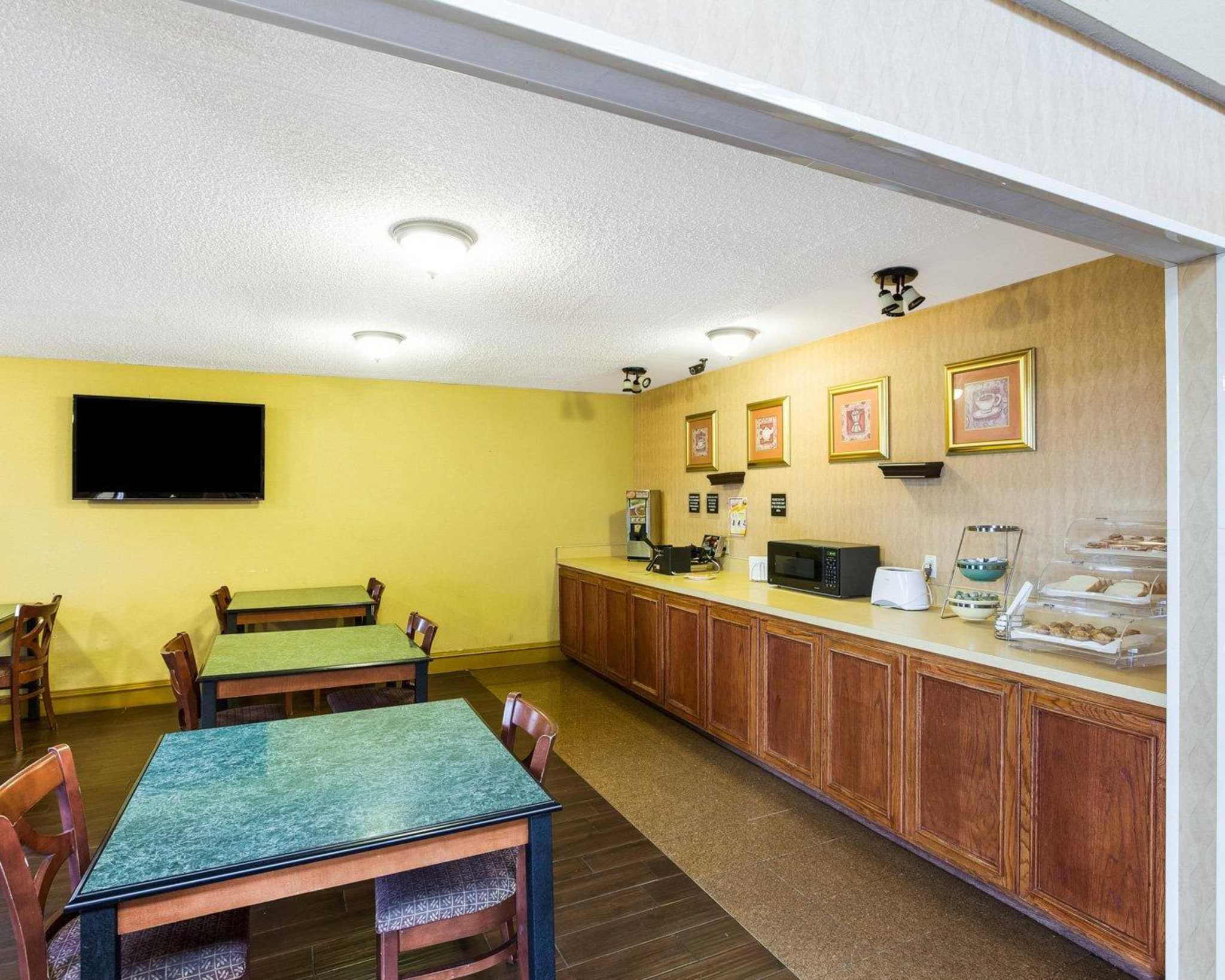 Rodeway Inn & Suites Fiesta Park image 29