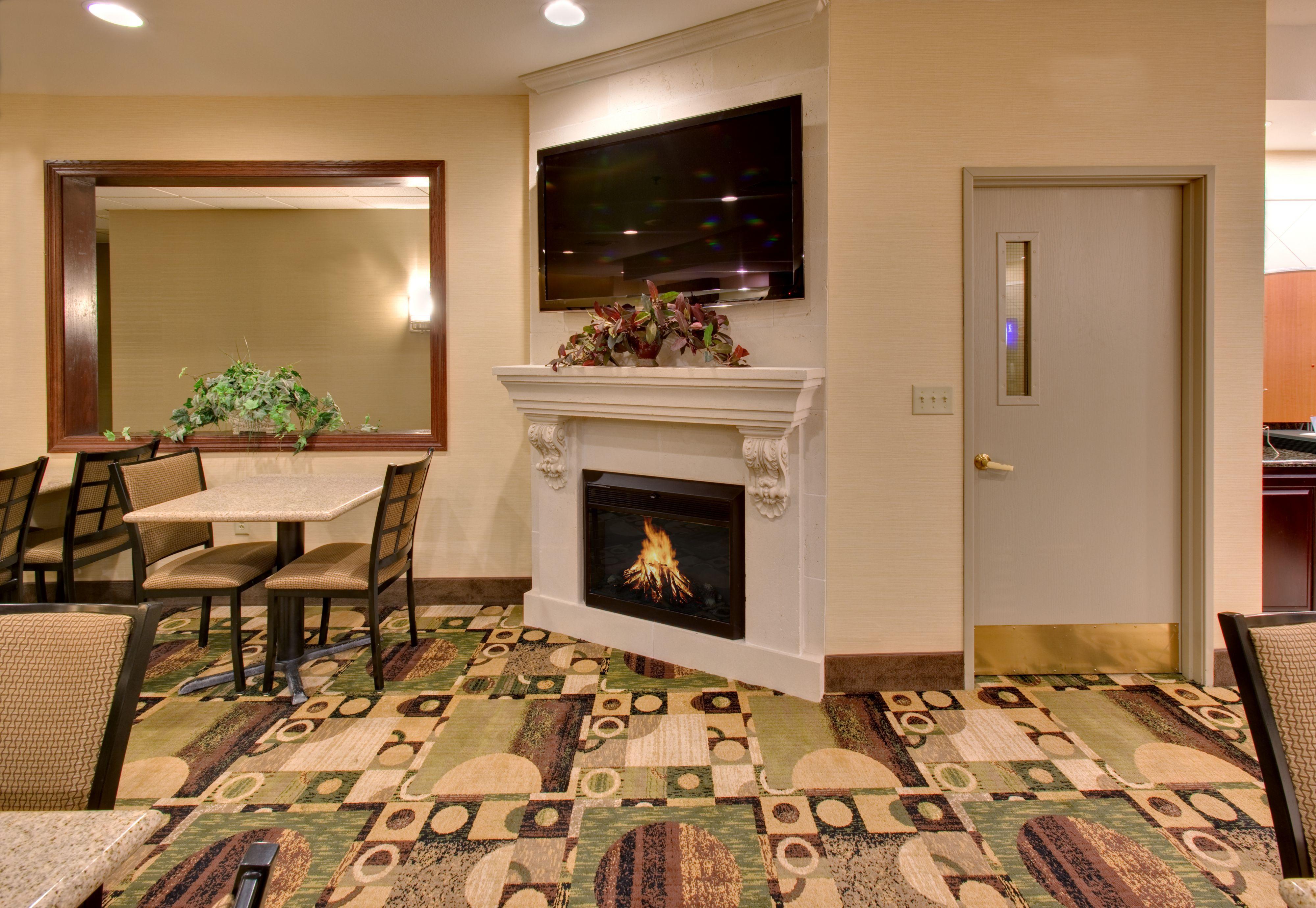 Holiday Inn Express & Suites Pleasant Prairie / Kenosha image 4