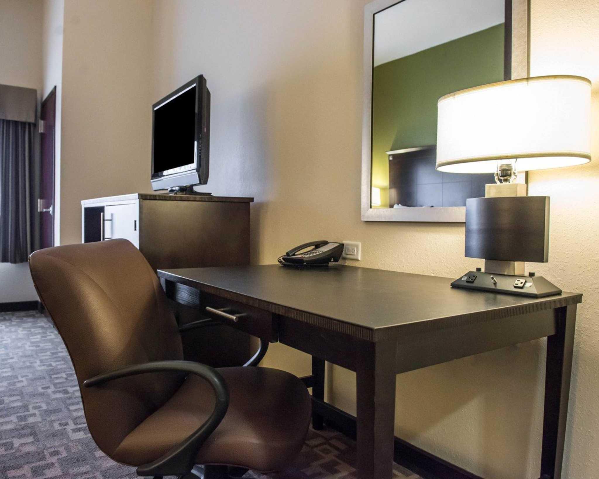 Comfort Suites image 5