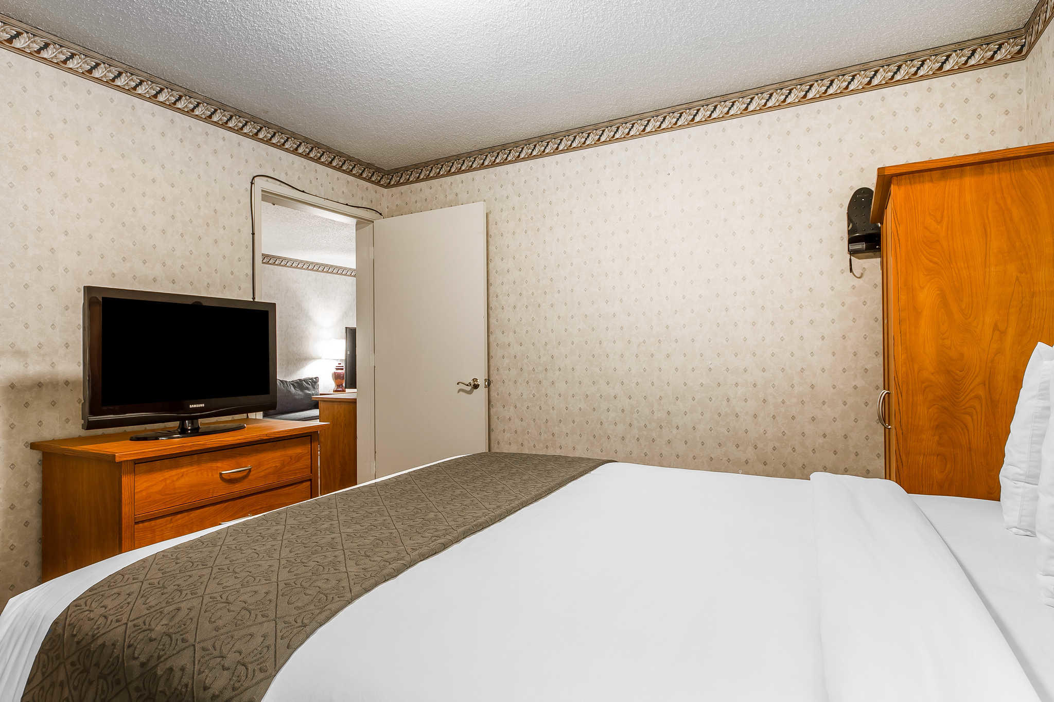 Quality Inn & Suites Silicon Valley image 19