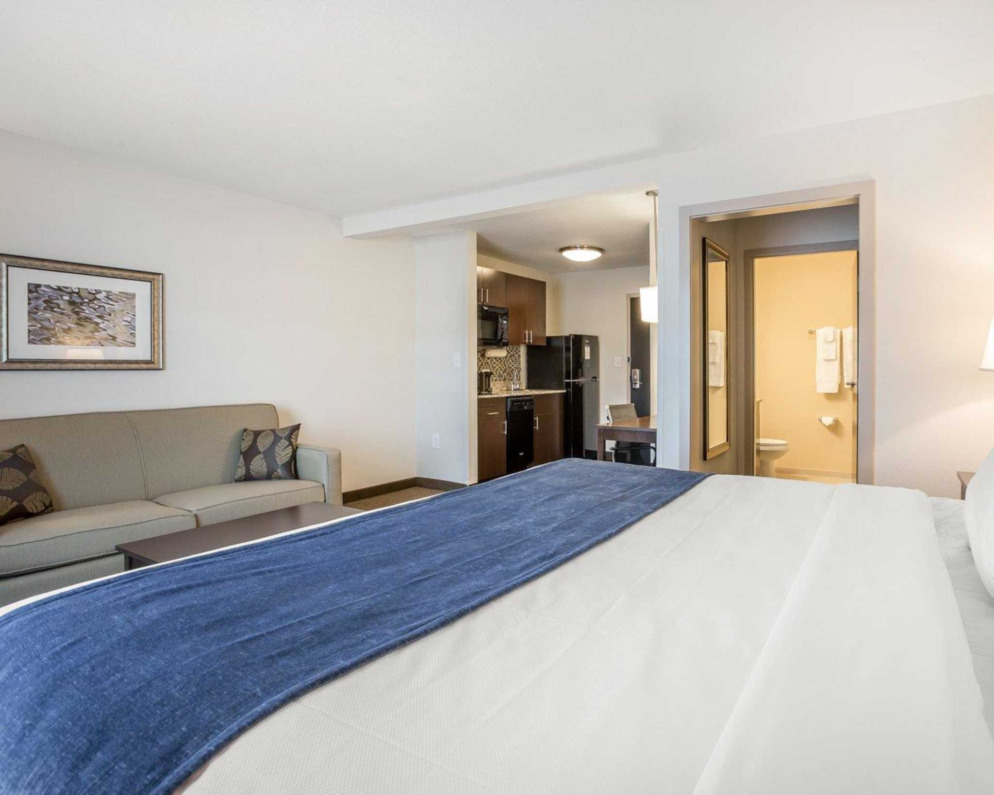 MainStay Suites Cartersville - Emerson Lake Point image 18
